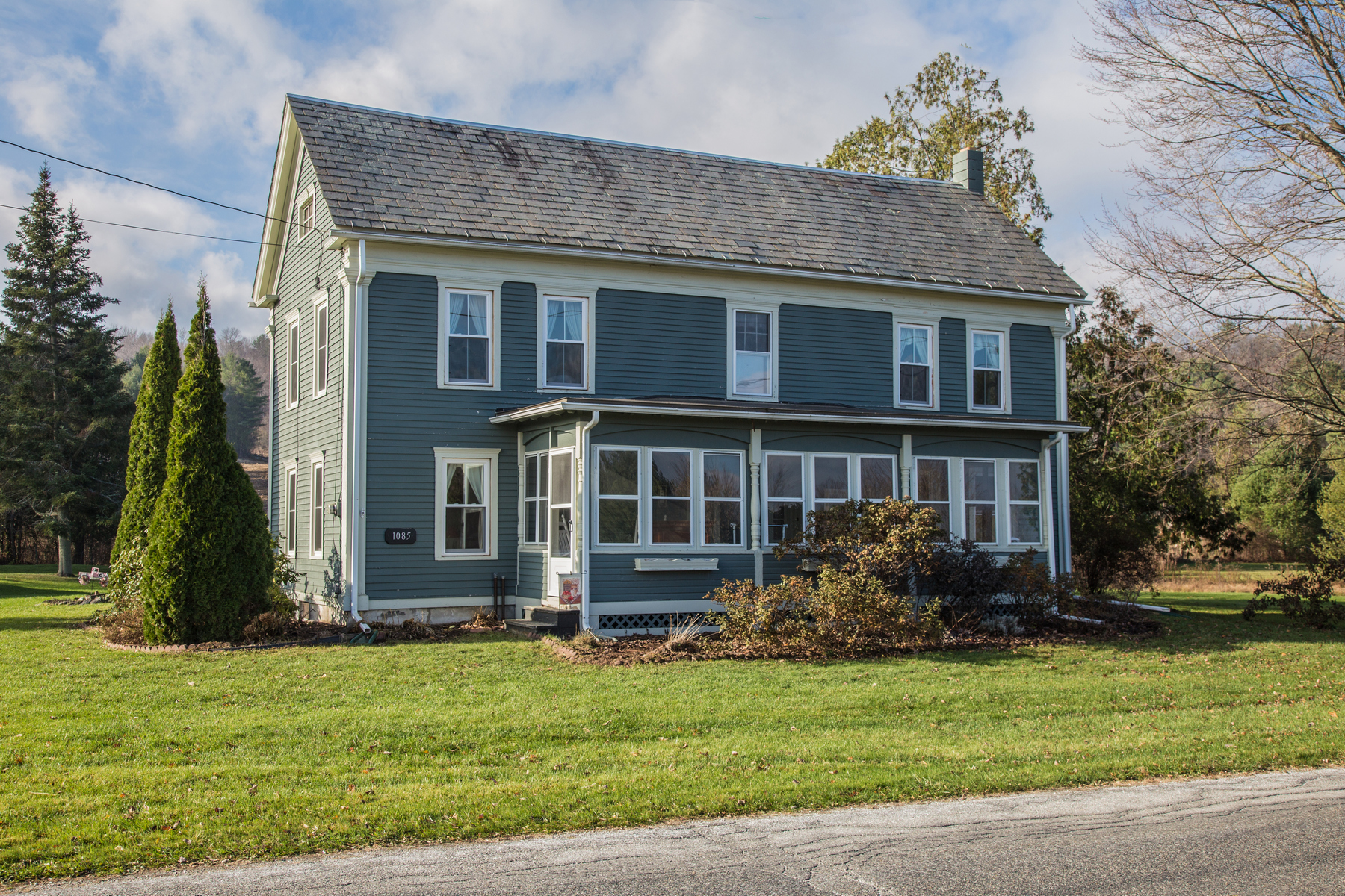 Casa Unifamiliar por un Venta en Feels Like Home 1085 West Crk, Pittsford, Vermont, 05744 Estados Unidos