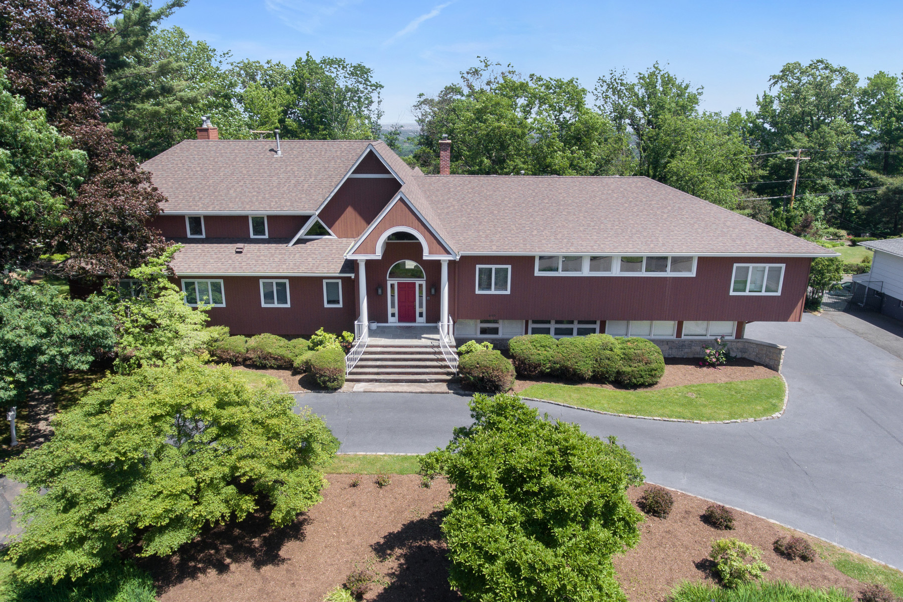 Single Family Homes pour l Vente à Custom Contemporary in Coveted Newstead 210 Crestwood Drive, South Orange, New Jersey 07079 États-Unis