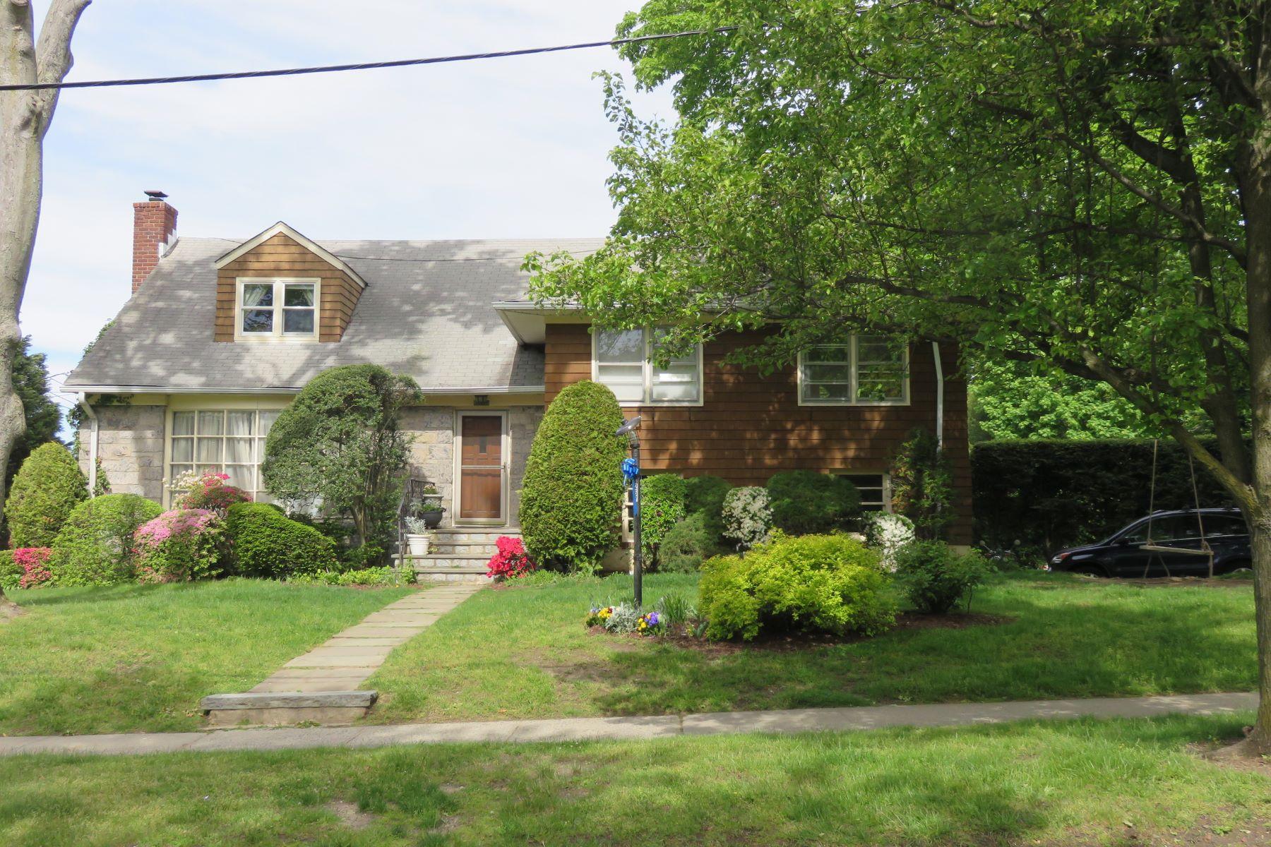 Casa Unifamiliar por un Alquiler en 267 Monterey Avenue Pelham, Nueva York 10803 Estados Unidos