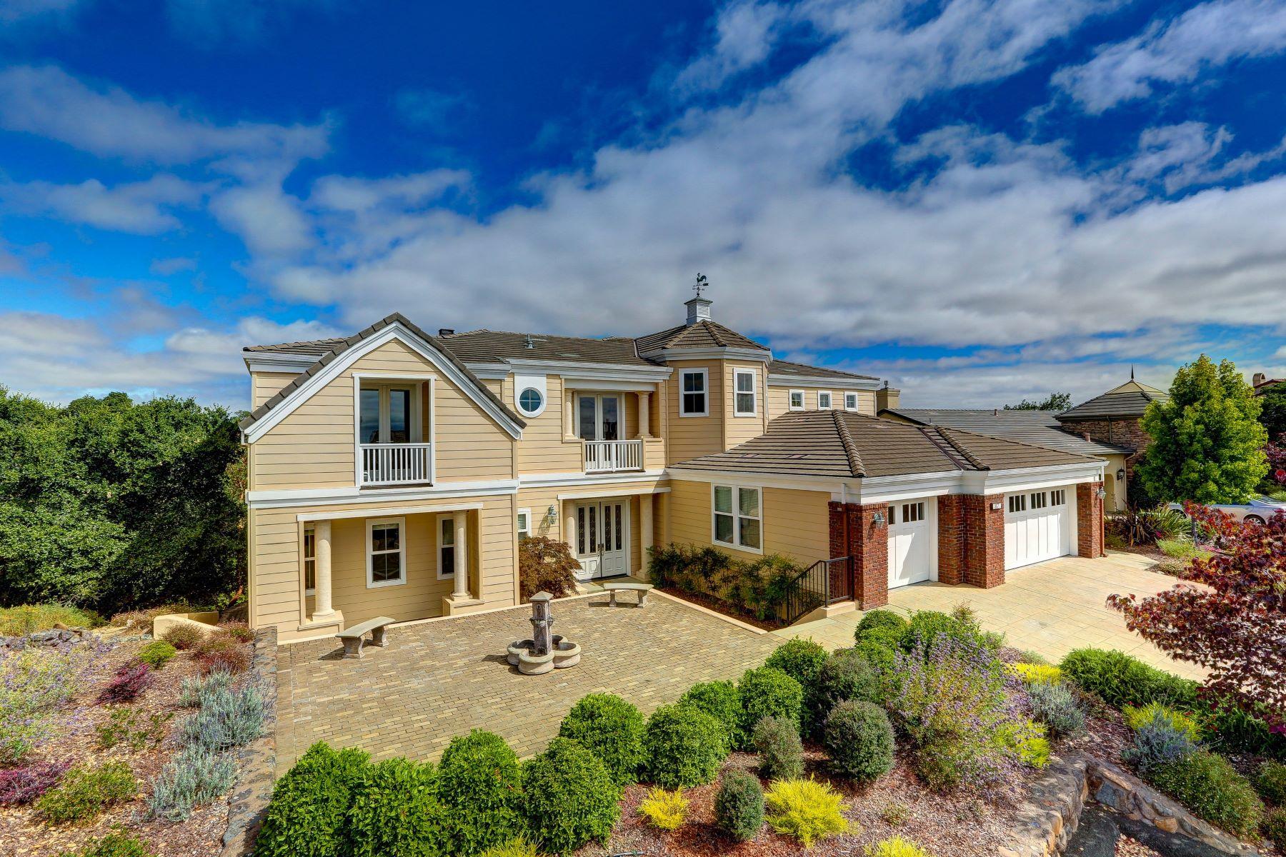 واحد منزل الأسرة للـ Sale في Bay Club Stonetree Golf Property 87 Stonetree Novato, California 94945 United States