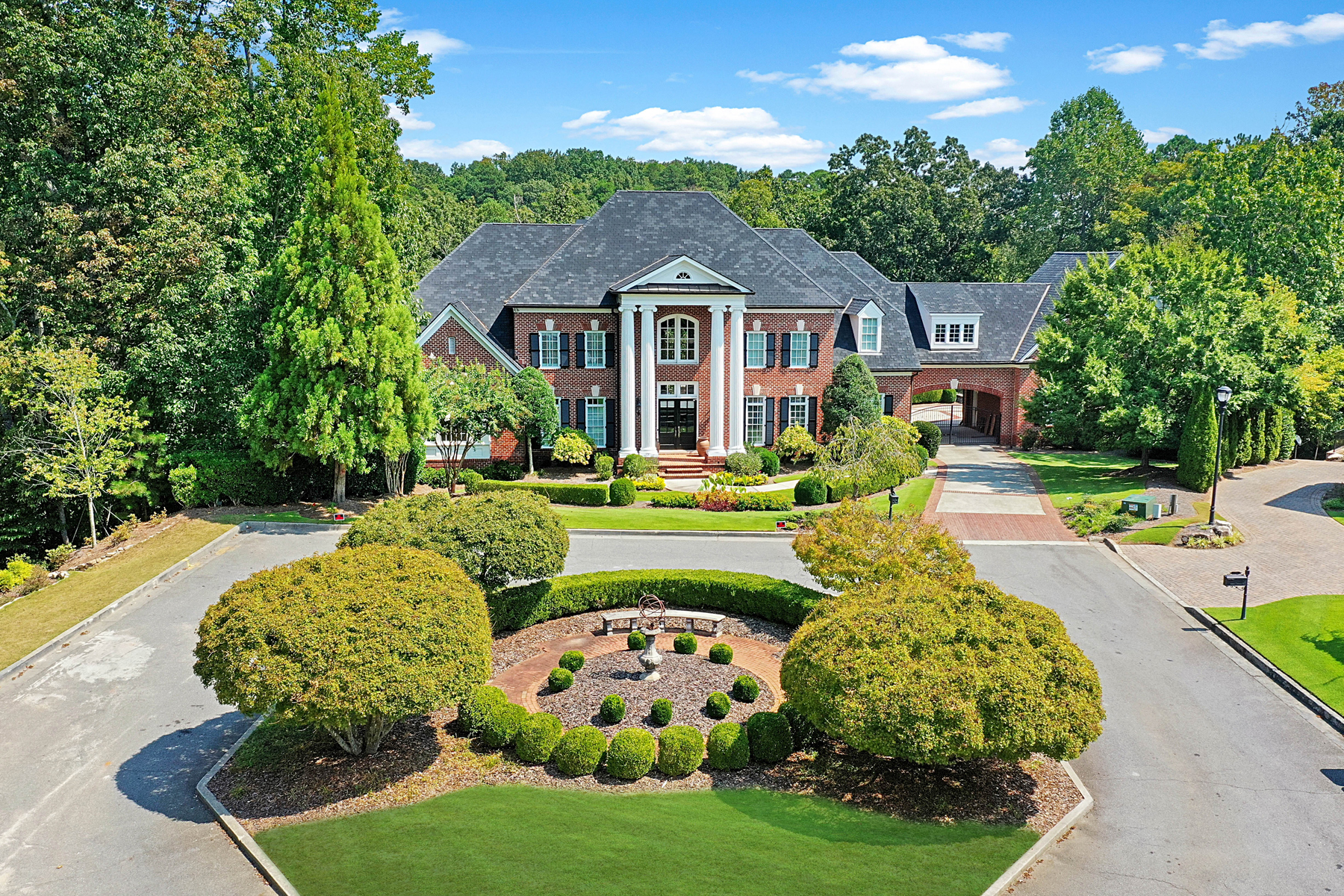 Single Family Homes per Vendita alle ore Exceptional Private 3.6 Acre Gated Estate Backing To Chattahoochee National Park 374 Citadella Court, Johns Creek, Georgia 30022 Stati Uniti