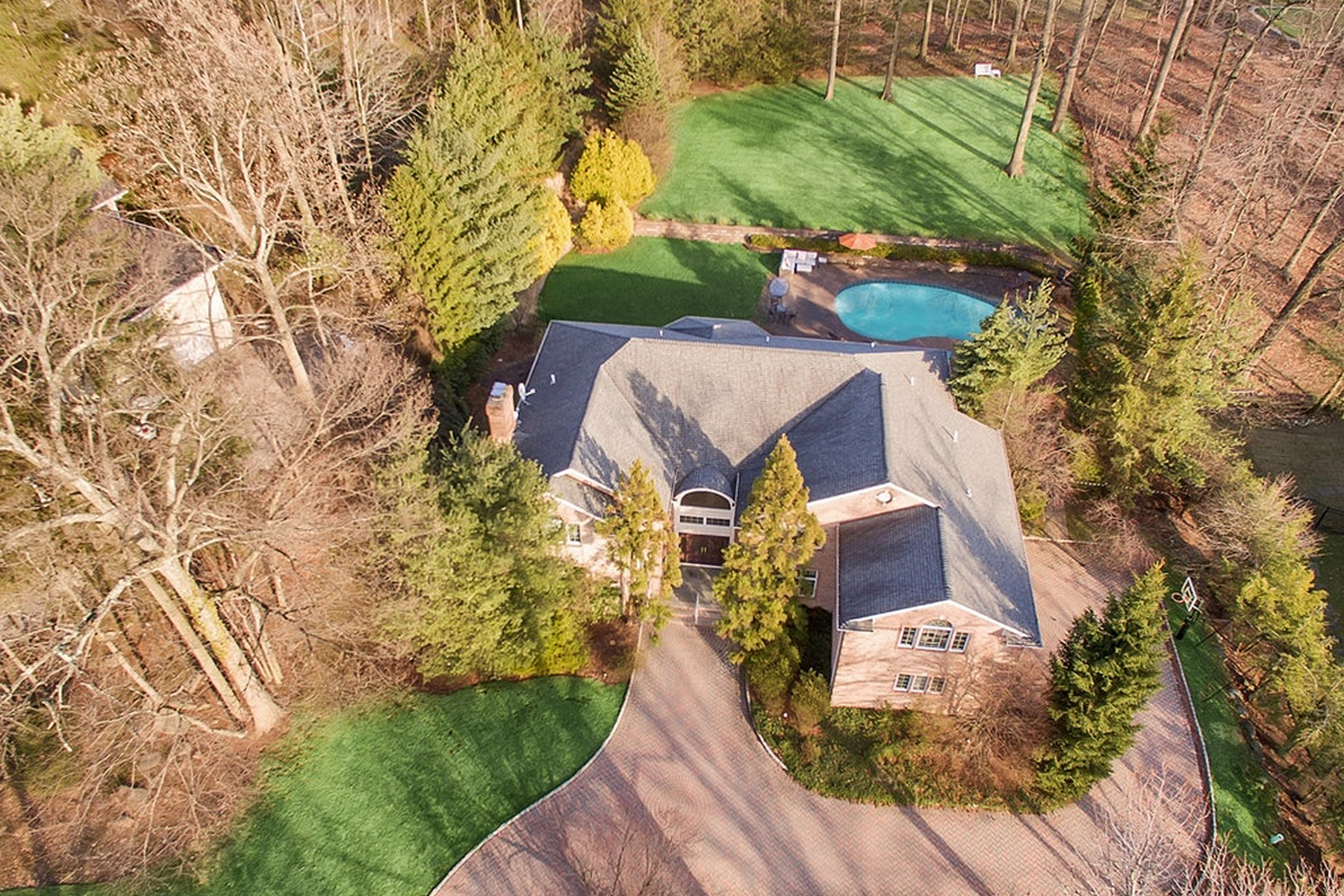 Single Family Homes for Sale at Elegant Colonial 290 Devon Road Tenafly, New Jersey 07670 United States