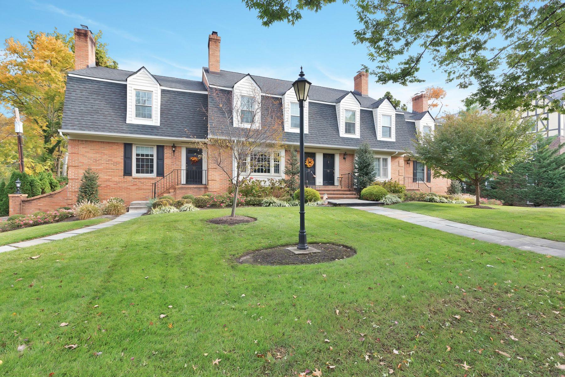 townhouses por un Venta en Luxury Townhome 30 Springfield Avenue Unit D Cranford, Nueva Jersey 07016 Estados Unidos