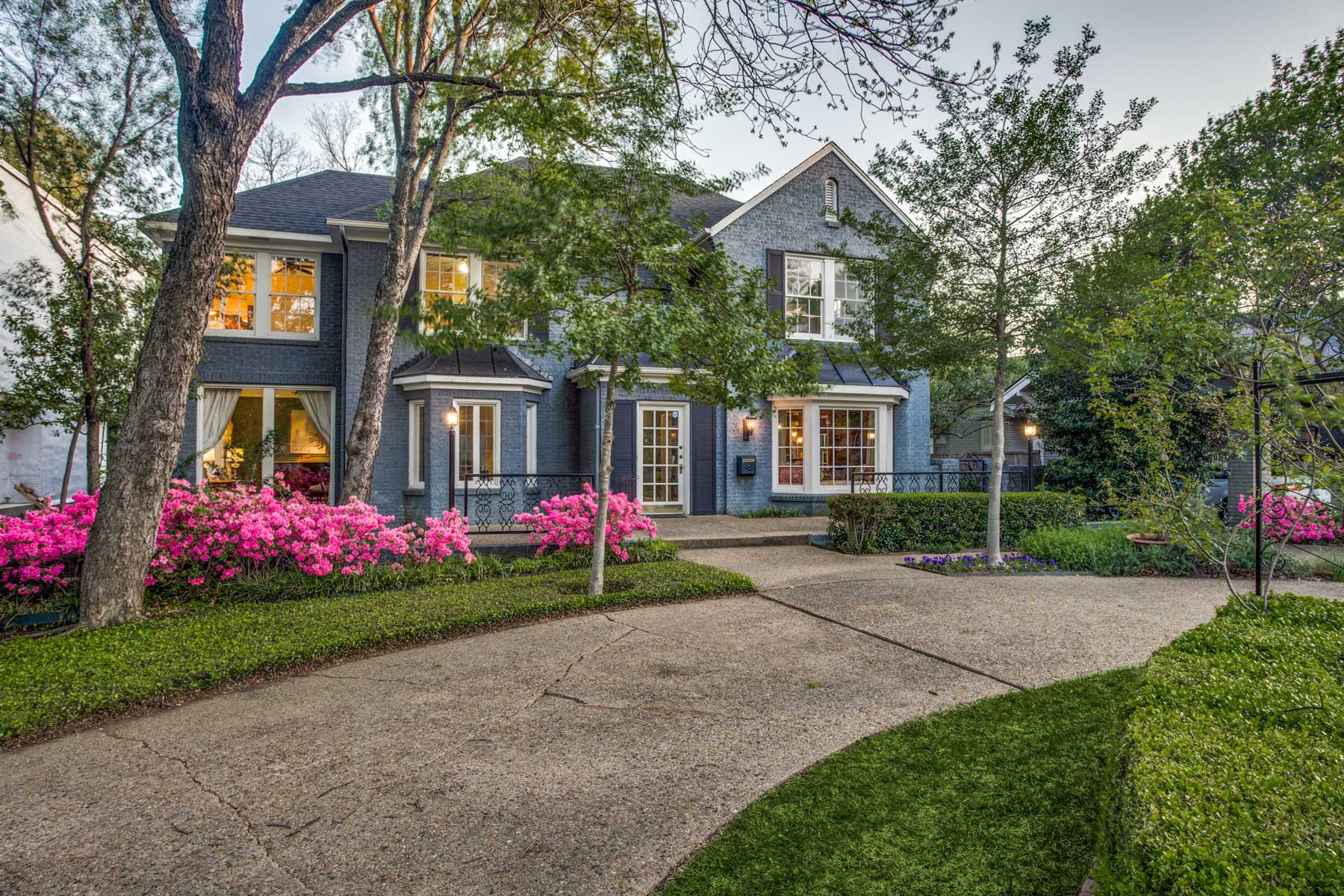 Single Family Home for Sale at Adorable Traditional on Large Lot 3621 Mockingbird Lane, Highland Park, Texas, 75205 United States