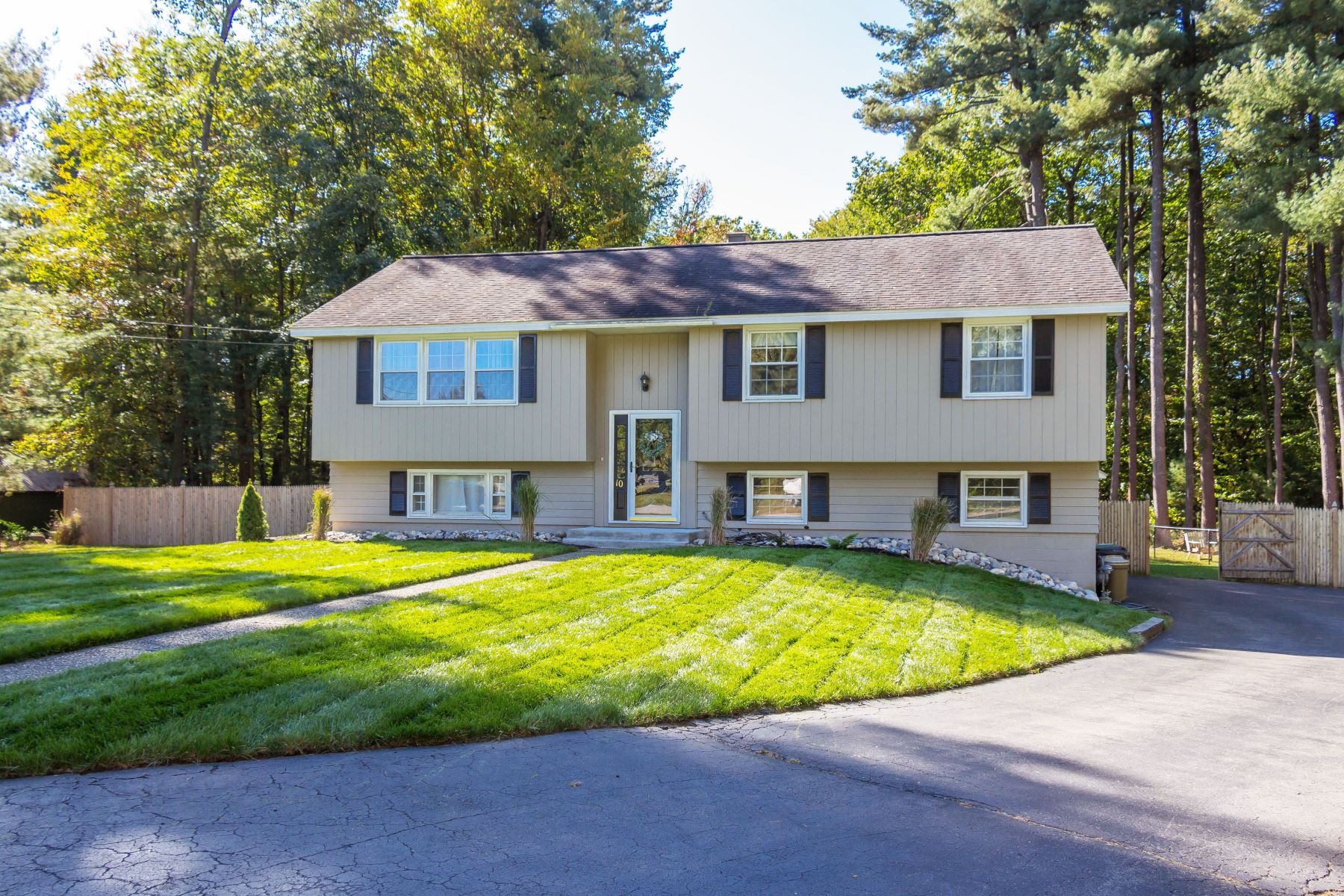 Single Family Homes for Sale at Beautiful Clifton Park Home 10 Pineview La Clifton Park, New York 12065 United States