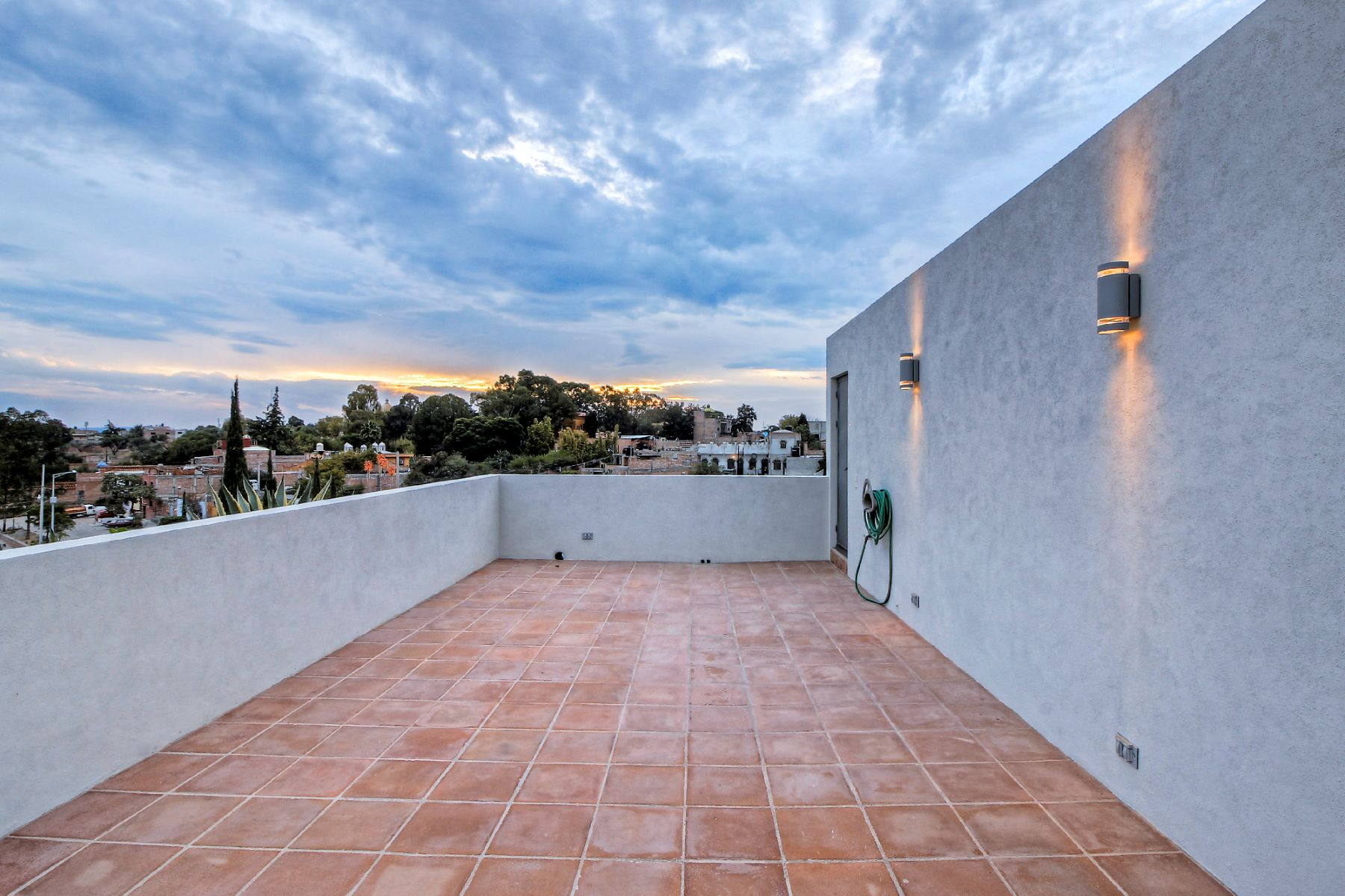 Additional photo for property listing at Casa Vertical Fray Jose Guadalupe Mojica San Miguel De Allende, Guanajuato 37732 México