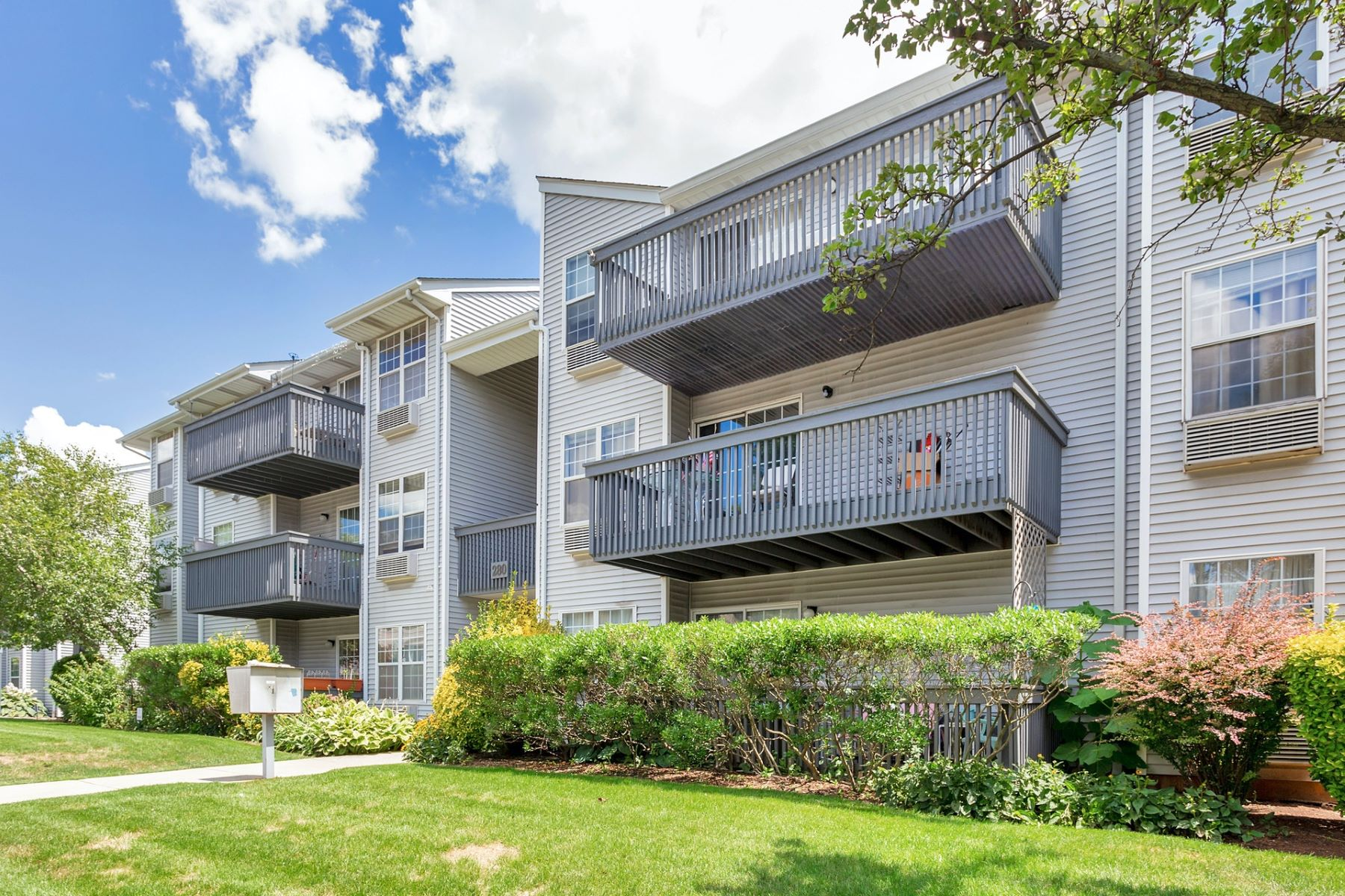 Condominiums for Active at LOVELY SOUTH POINT COMPLEX IS THE SETTING FOR A UNIQUE UNIT 280 Kipp St. #3B-C Hackensack, New Jersey 07601 United States