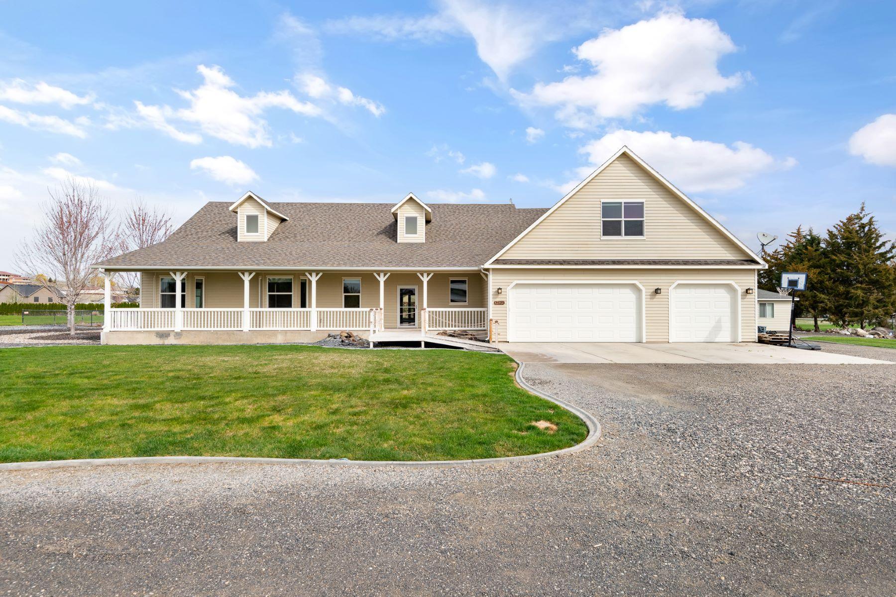 Single Family Homes for Sale at Inground Pool, pool house, and acreage 43902 East McWhorter Lane West Richland, Washington 99353 United States