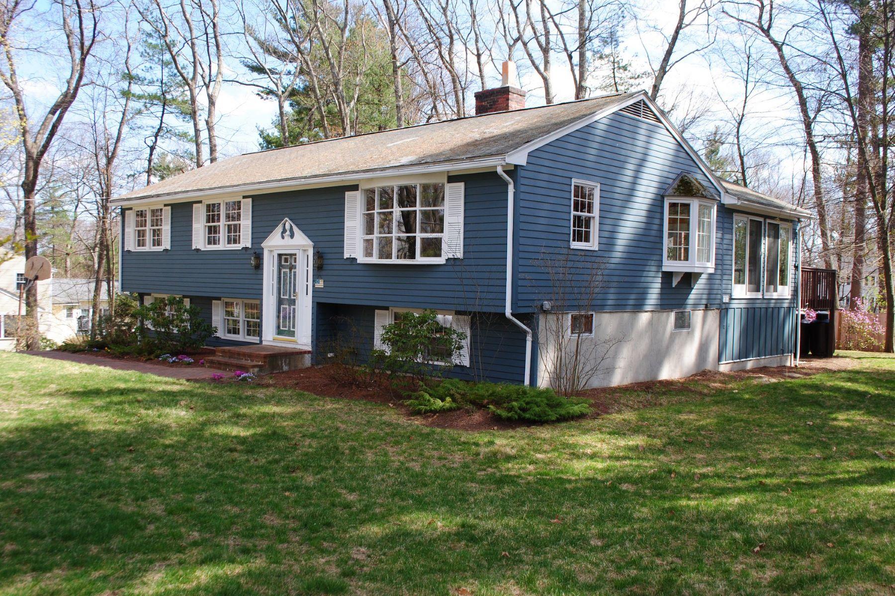 Maison unifamiliale pour l Vente à Close to everything 14 Coolidge Drive Acton, Massachusetts, 01720 États-Unis