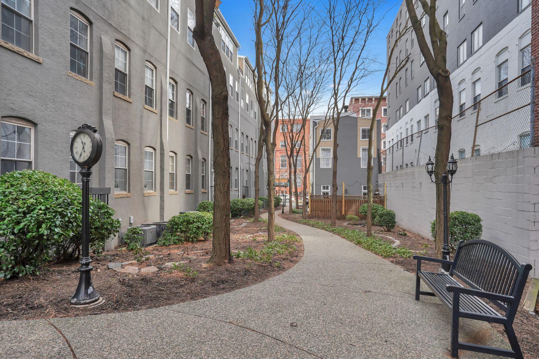 Condominiums для того Продажа на Urban chic loft living at Clinton Mills 1034 Clinton St. #0411, Hoboken, Нью-Джерси 07030 Соединенные Штаты