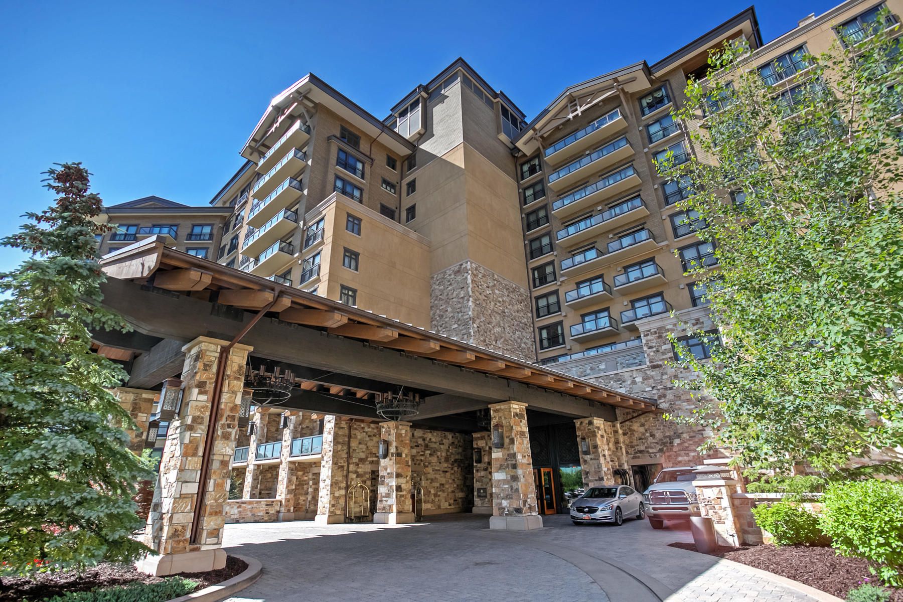 共管物業 為 出售 在 Slope-side St. Regis Pied-a-Terre 2300 E Deer Valley Dr #318 Park City, 猶他州, 84060 美國