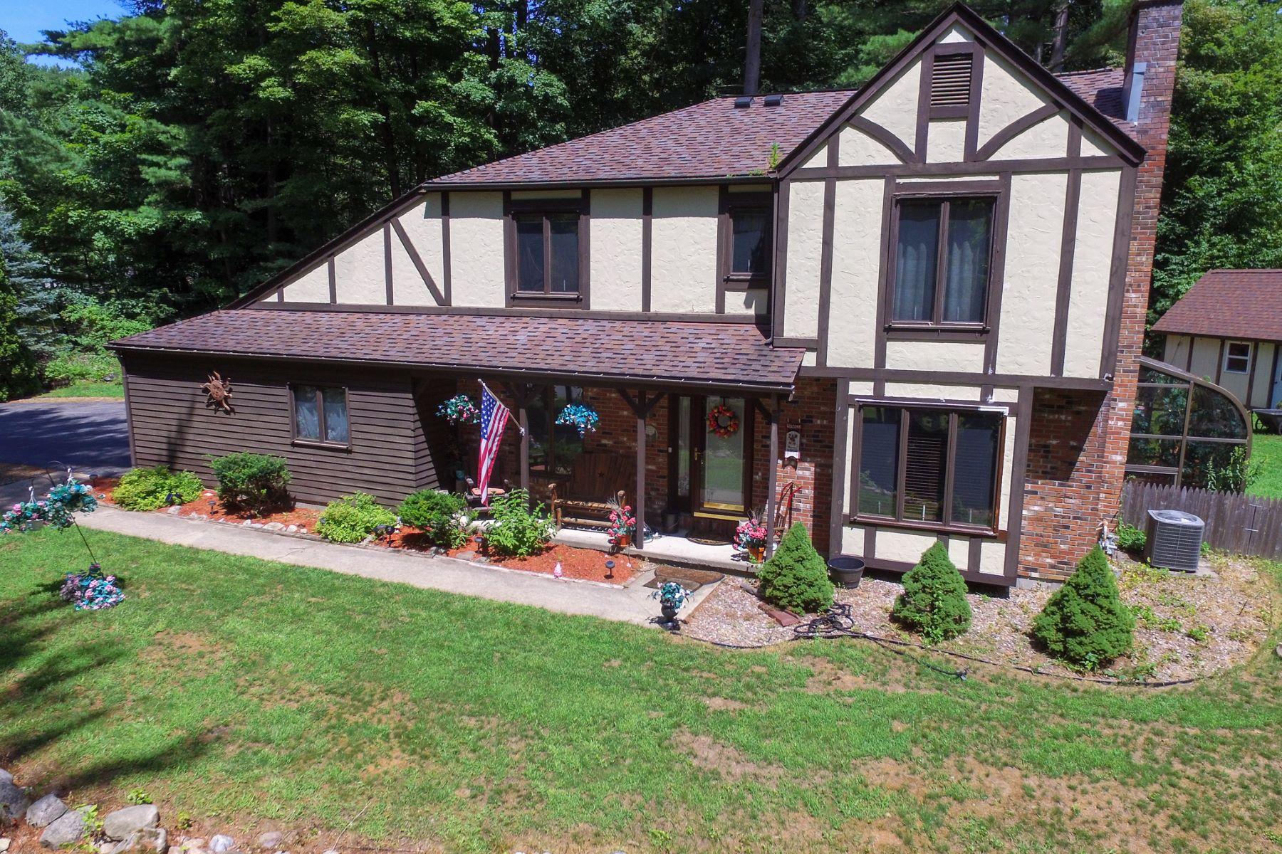 Single Family Homes für Verkauf beim Queensbury Contemporary 1 Hillside Dr, Queensbury, New York 12804 Vereinigte Staaten