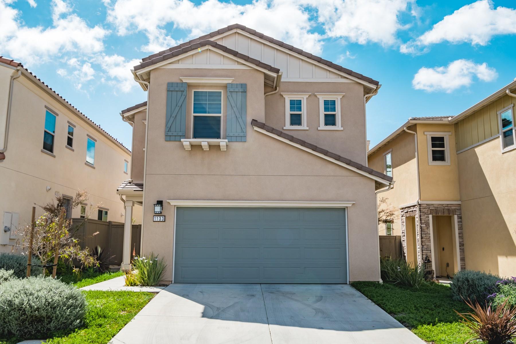Single Family Home for Active at 1133 Savanna Lane 1133 Savanna Ln Vista, California 92084 United States