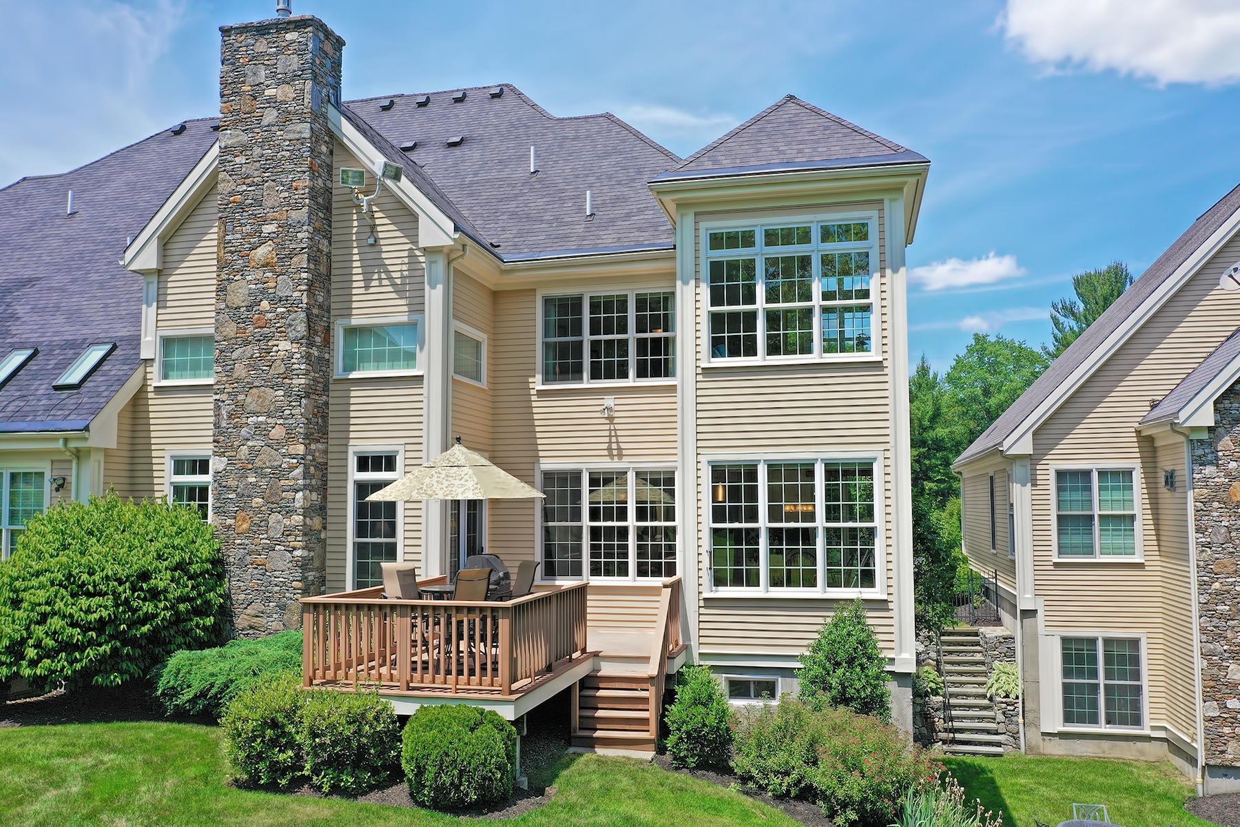townhouses pour l Vente à Extraordinary Property Near Pleasant Valley Country Club 14 Eagle Drive - Unit 14 Sutton, Massachusetts 01590 États-Unis