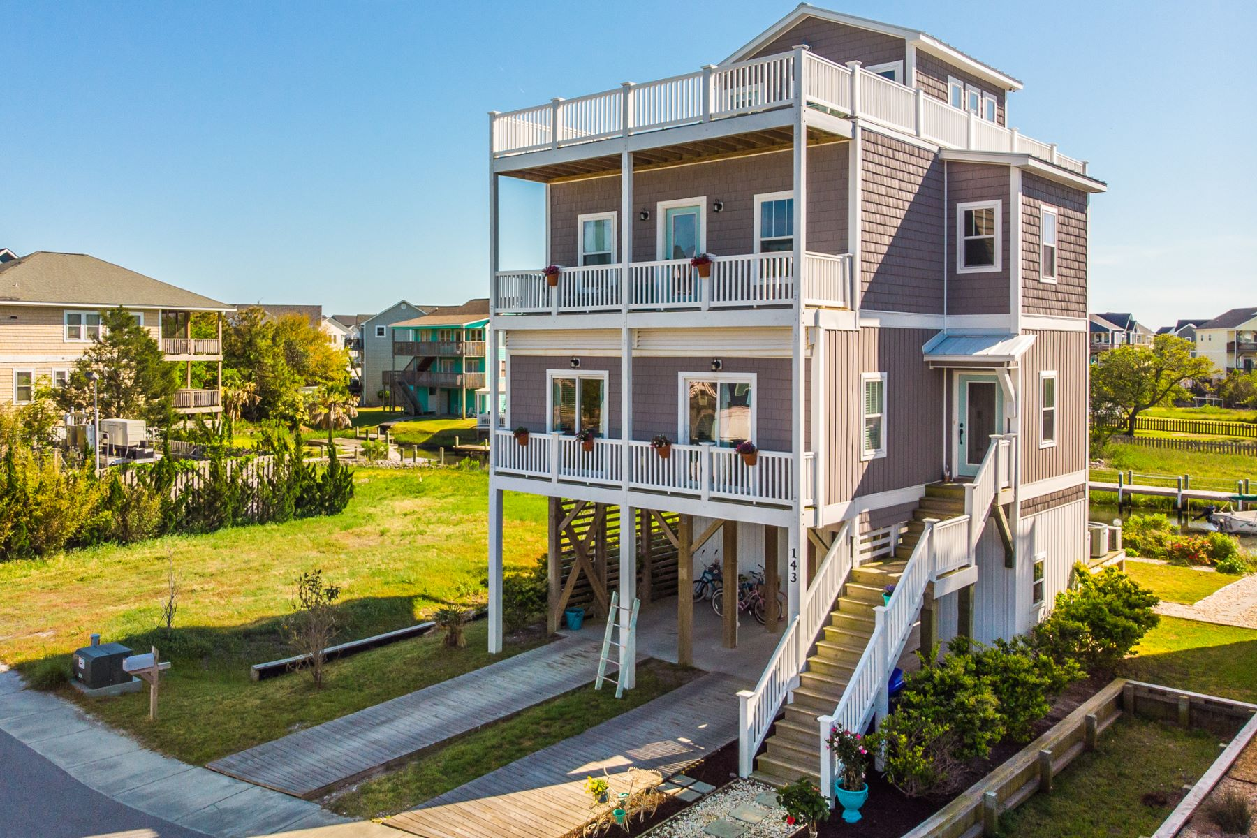 Single Family Homes for Active at Canal Front Oasis with Panoramic Views 143 Atkinson Road Surf City, North Carolina 28445 United States