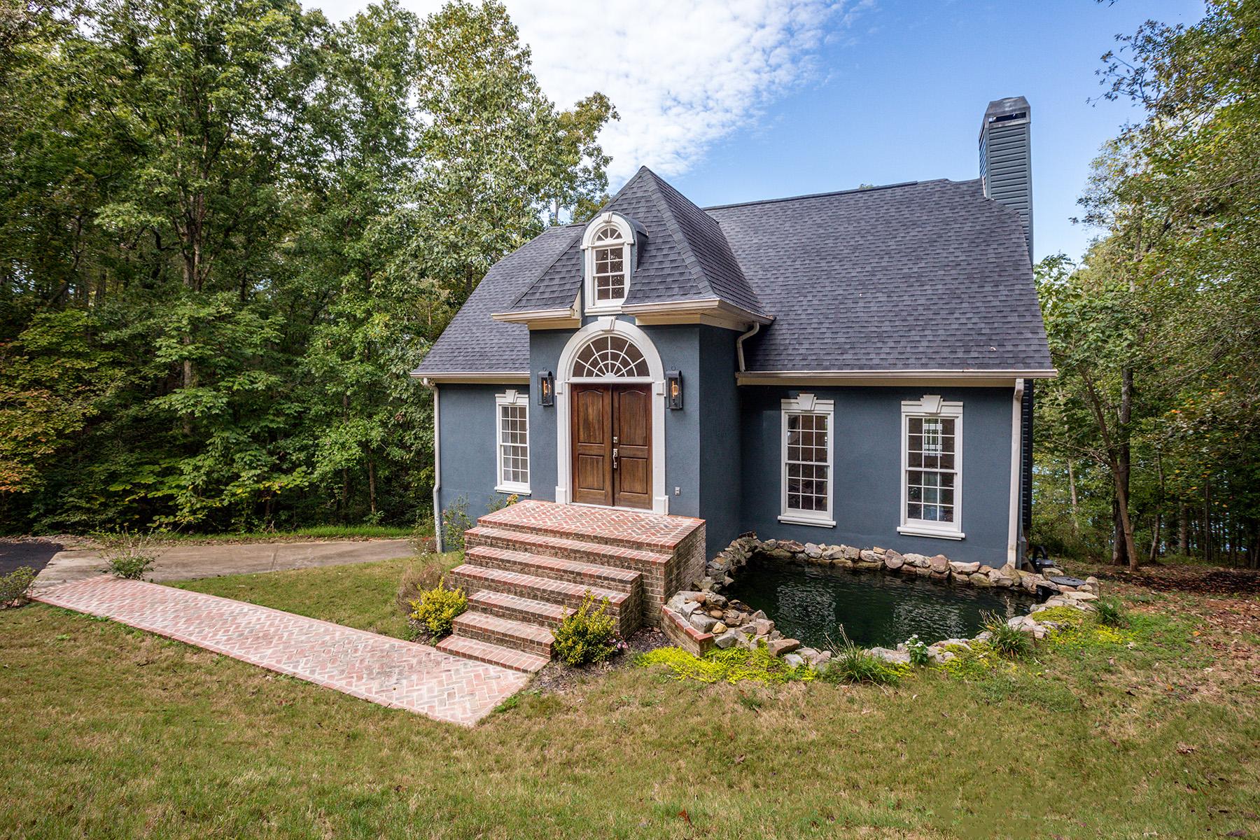 Maison unifamiliale pour l Vente à Lake Lanier Retreat 4215 Cagle Road Lula, Georgia 30554 États-Unis