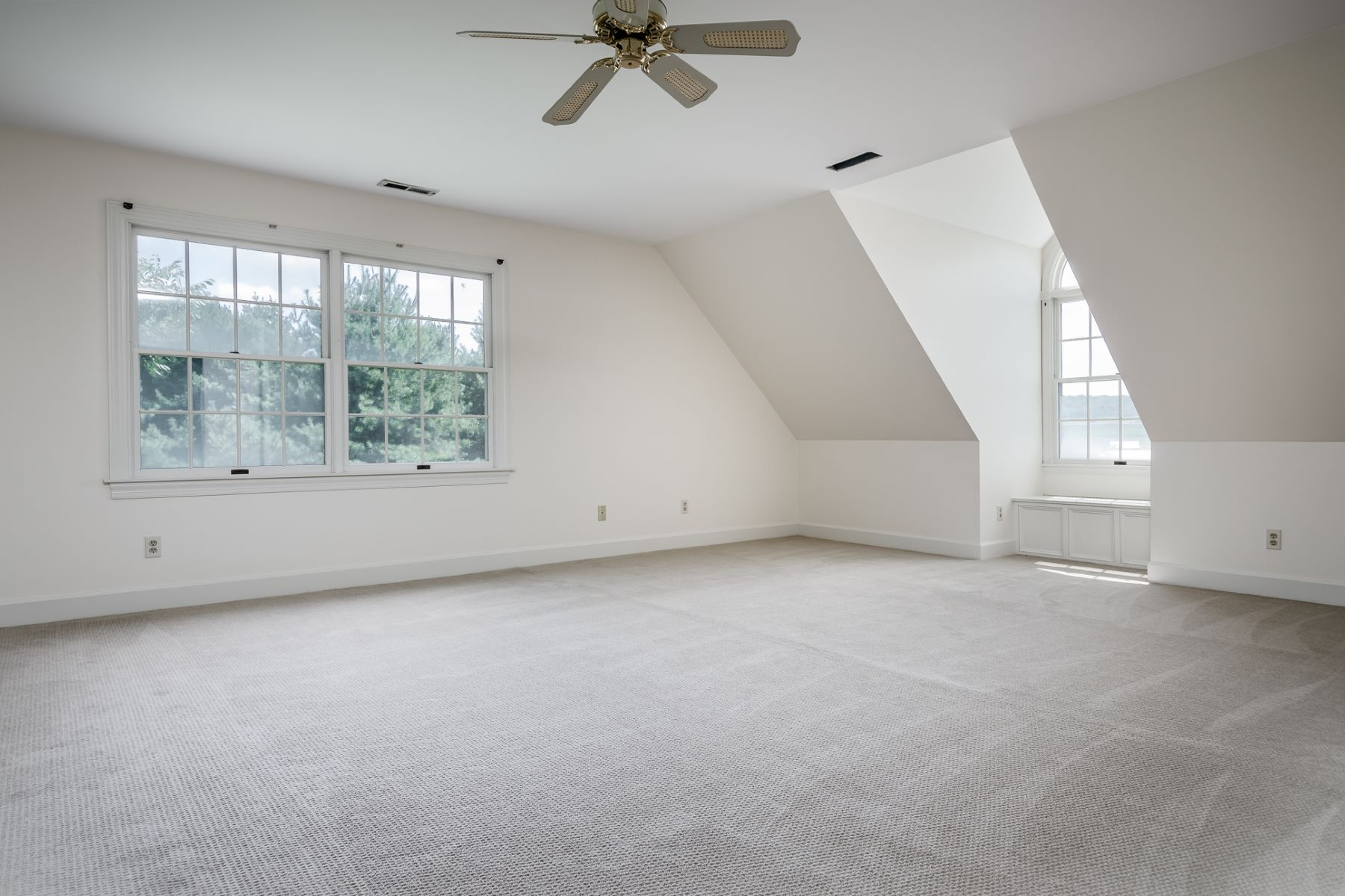 Additional photo for property listing at Your Very Own Expanse Of The Countryside - East Amwell Township 327 Wertsville Road Ringoes, New Jersey 08551 United States