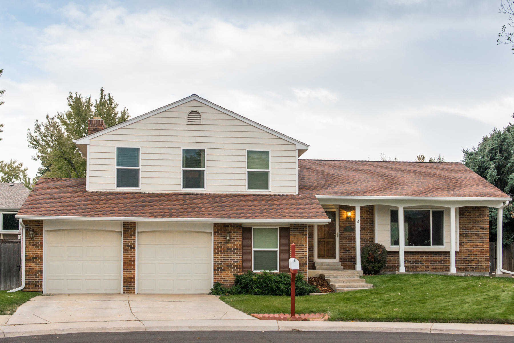 Single Family Home for Active at This cheery little tri-level sits in what we see as just about the perfect local 1496 S Yampa Ct Aurora, Colorado 80017 United States