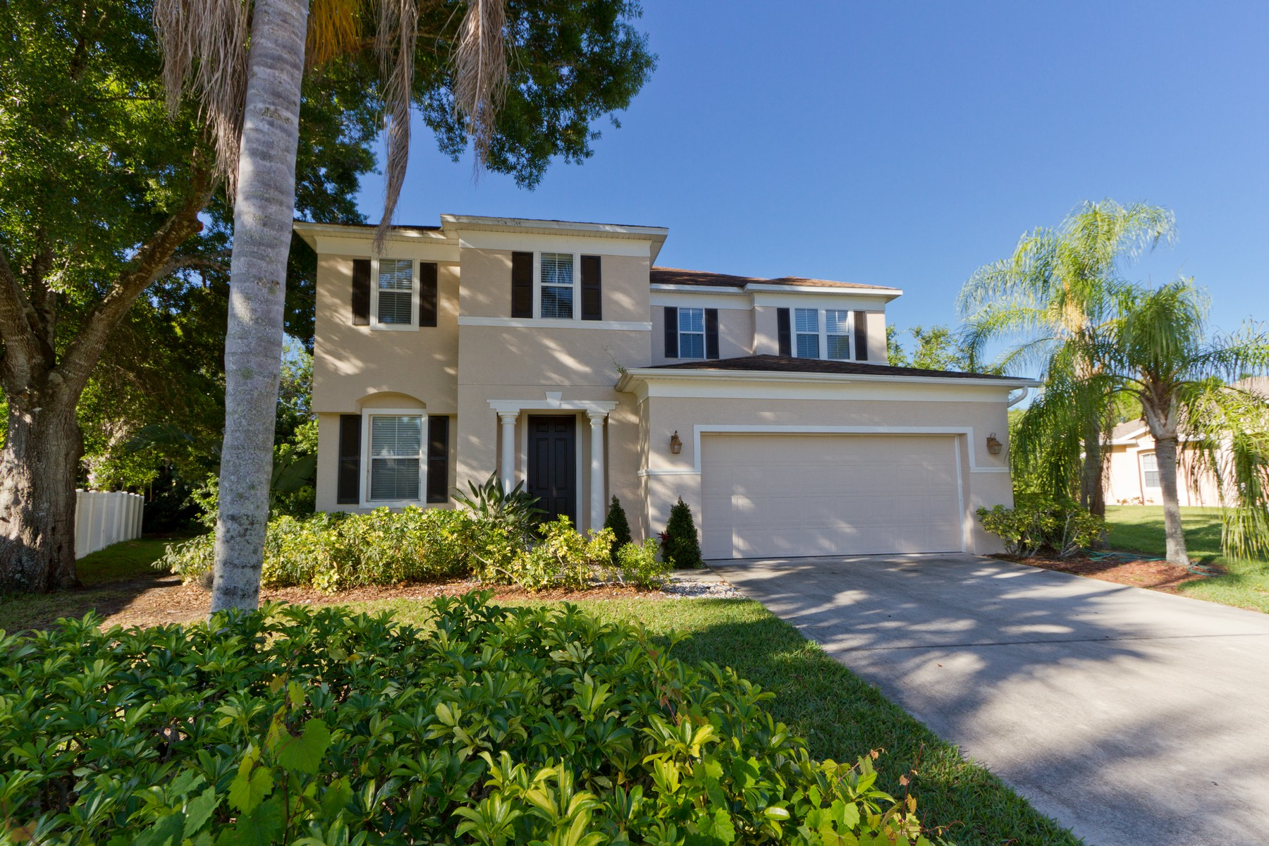 single family homes for Sale at Quiet Cul-De-Sac Pool Home! 6585 35th Place Vero Beach, Florida 32966 United States