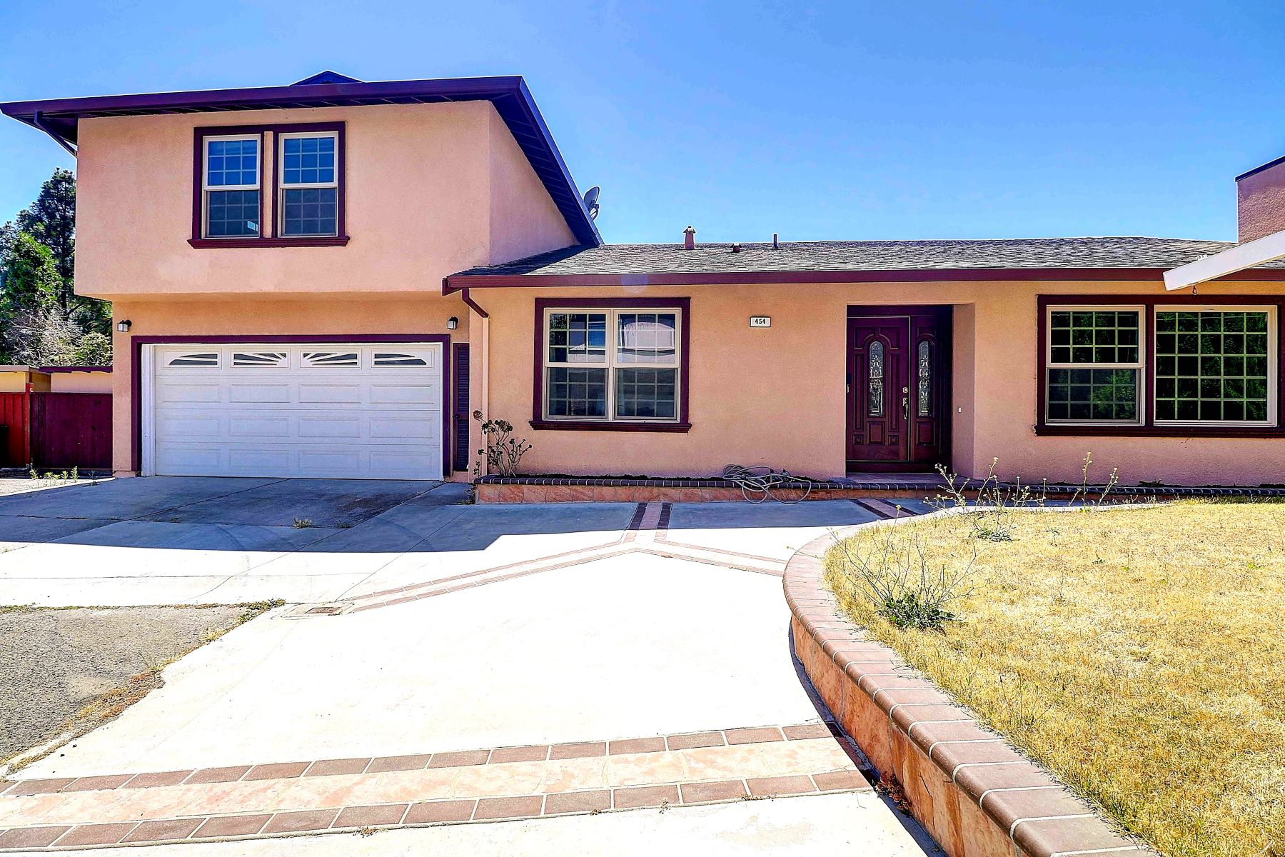 Single Family Homes for Sale at Seven Hills Remodeled Tri-Level With Views 454 Appian Way Union City, California 94587 United States