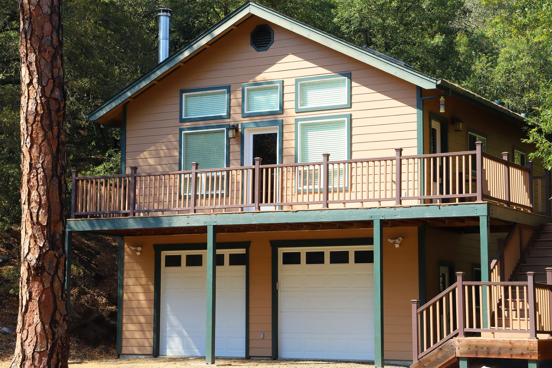 Single Family Home for Active at Private Home on 7+ Acres 15571 Sutter Creek Road Sutter Creek, California 95685 United States
