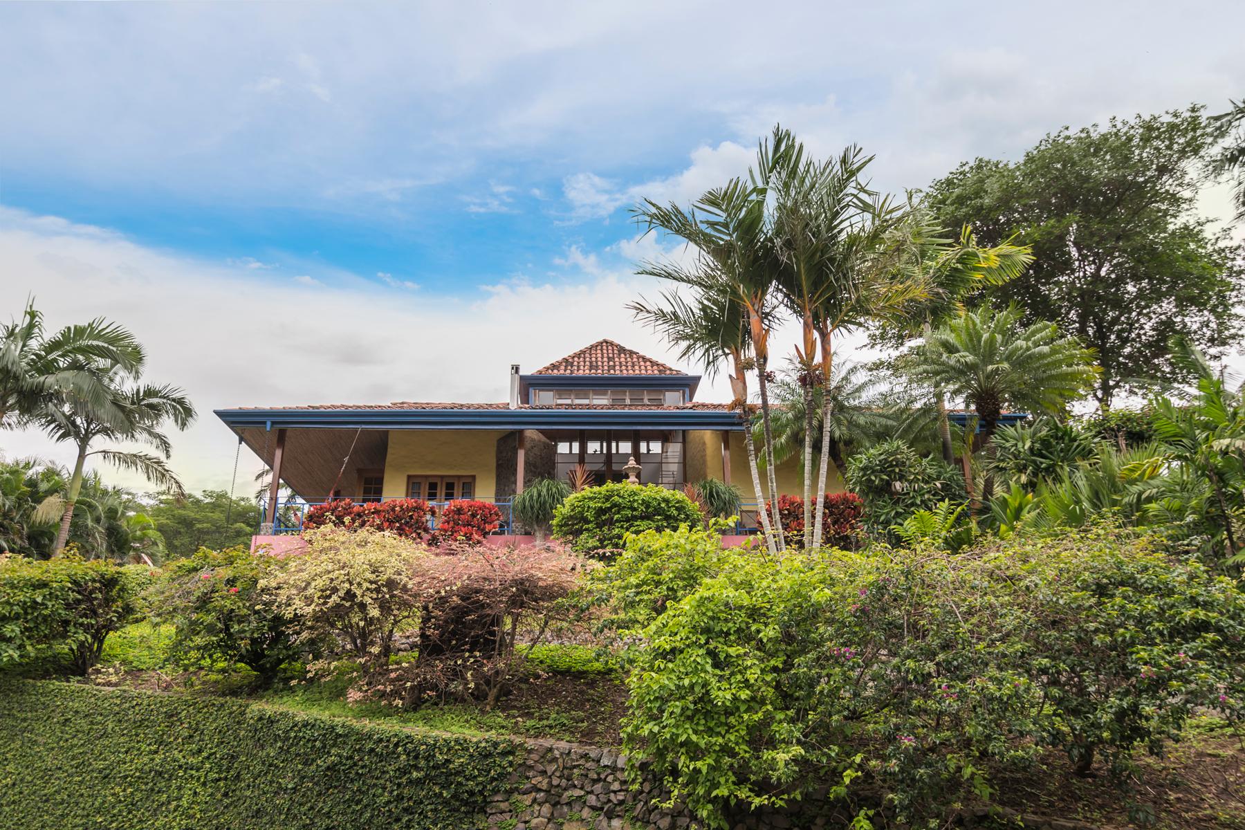 Condominio por un Venta en Lush Garden Sunset View Santa Ana, San Jose Costa Rica