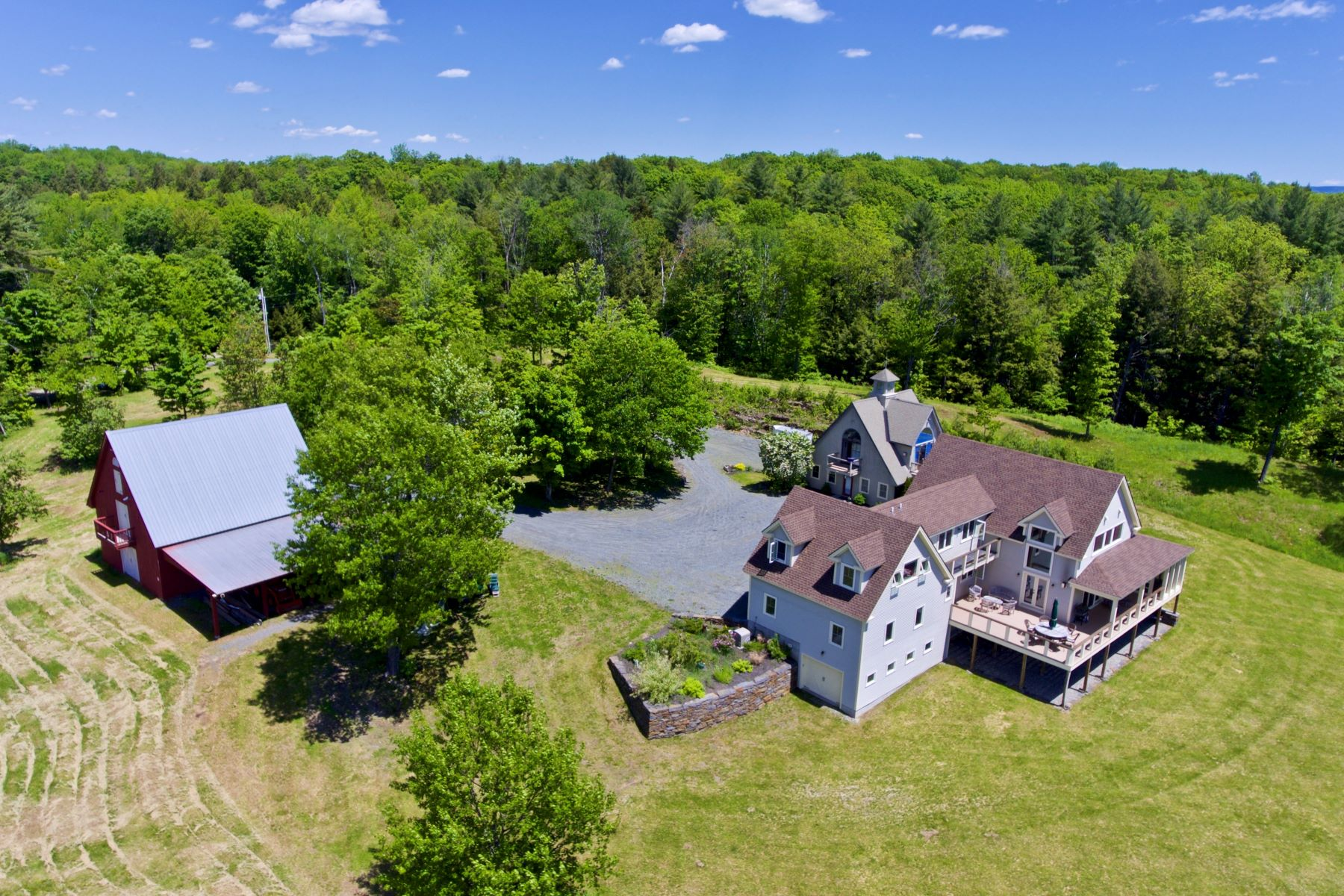 Single Family Homes for Sale at 38 Tinkham Hill Road, Hartland 38 Tinkham Hill Rd Hartland, Vermont 05048 United States