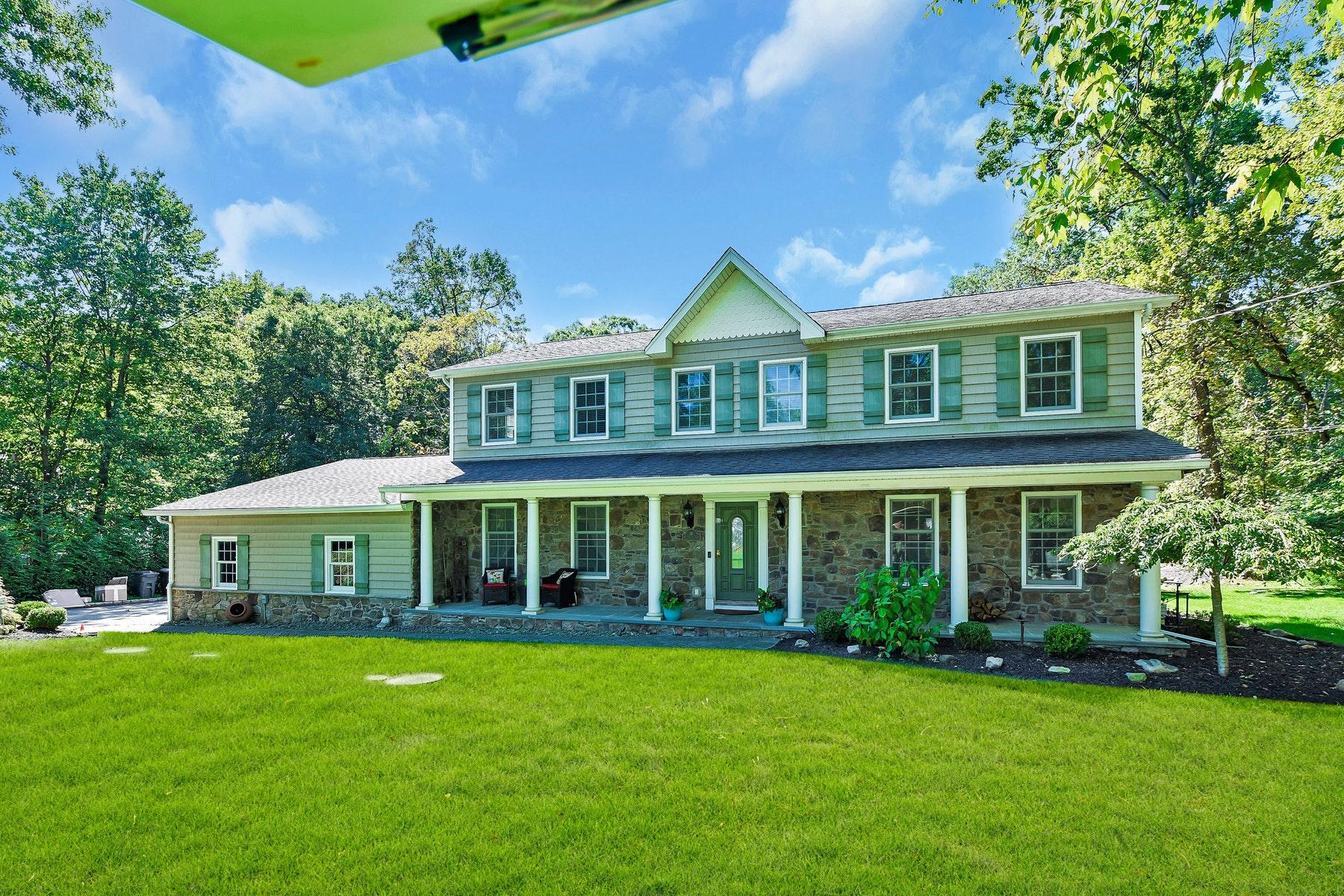 Single Family Homes por un Venta en Perfect In Every Way! 16 Blue Spruce Drive Upper Saddle River, Nueva Jersey 07458 Estados Unidos