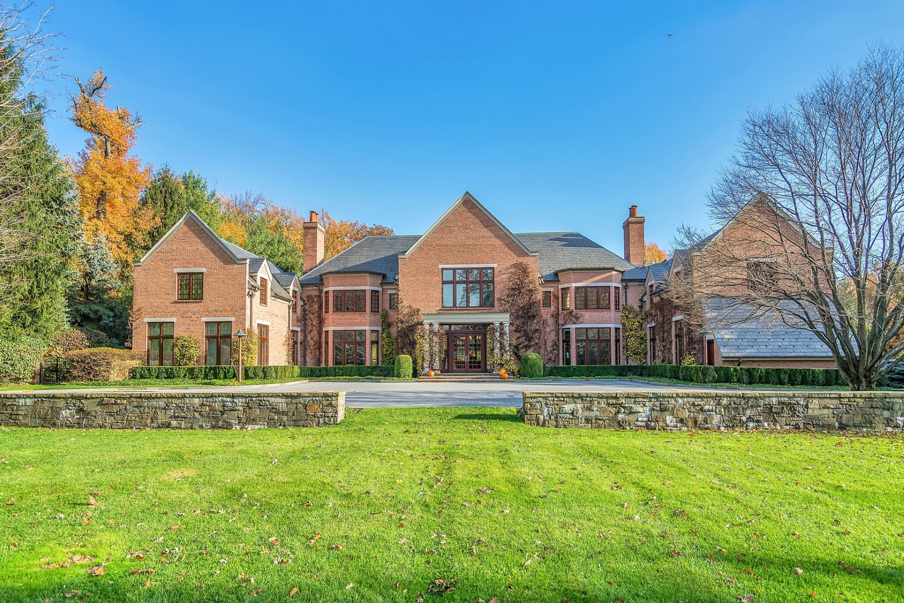 Villa per Vendita alle ore Epitome of Elegance 155 Lincoln Street, Englewood, New Jersey 07631 Stati Uniti