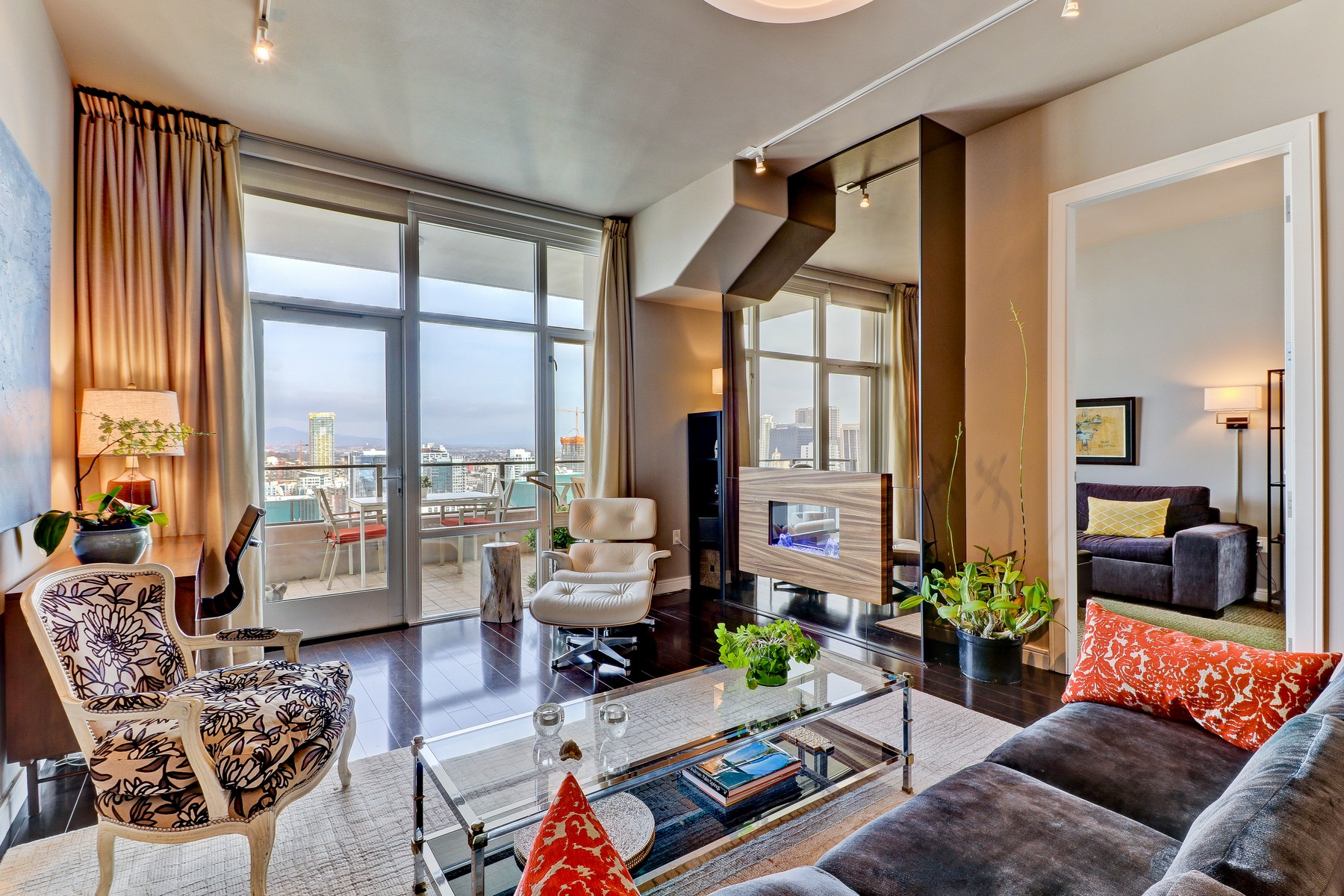 Condominium for Sale at The Pinnacle 550 Front Street 2502 San Diego, California, 92101 United States