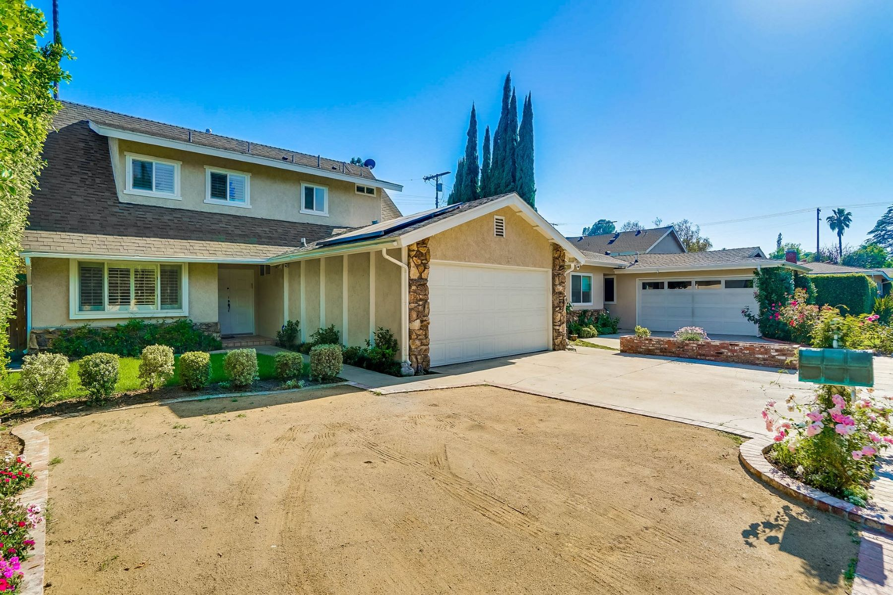 Single Family Homes for Active at 13442 Sunnyview Lane Valley Glen, California 91401 United States