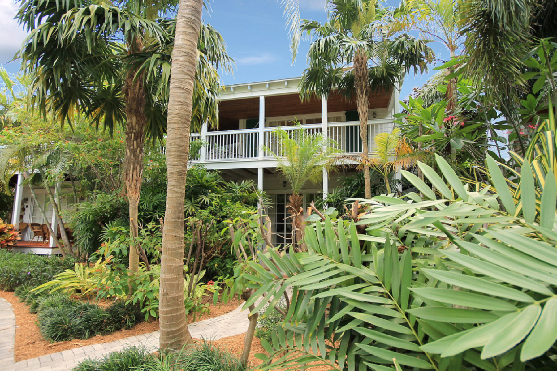 Maison unifamiliale pour l Vente à Open Water Views on a Private Island 70 Sunset Key Drive, Key West, Florida, 33040 États-Unis