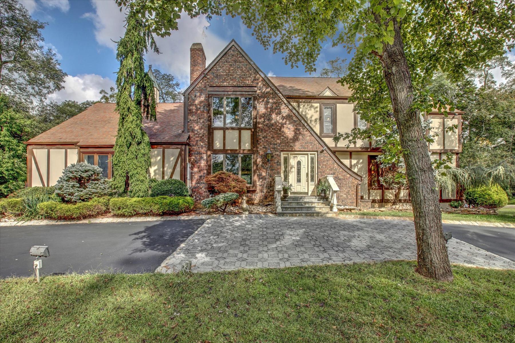 Single Family Homes 為 出售 在 4 Hillmont Terrace Colts Neck, 新澤西州 07722 美國