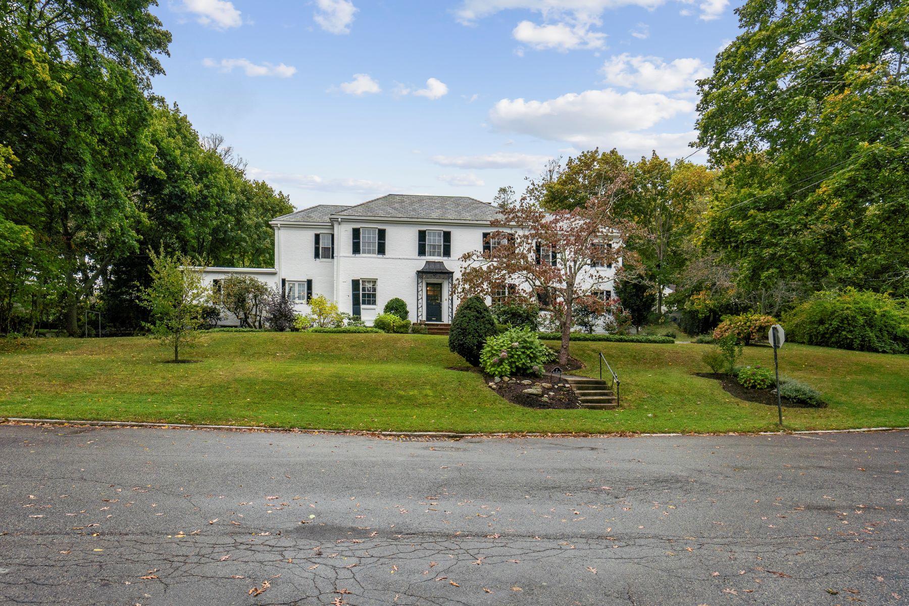 Single Family Homes 为 销售 在 6 Brush Hill Rd 牛顿, 马萨诸塞州 02461 美国
