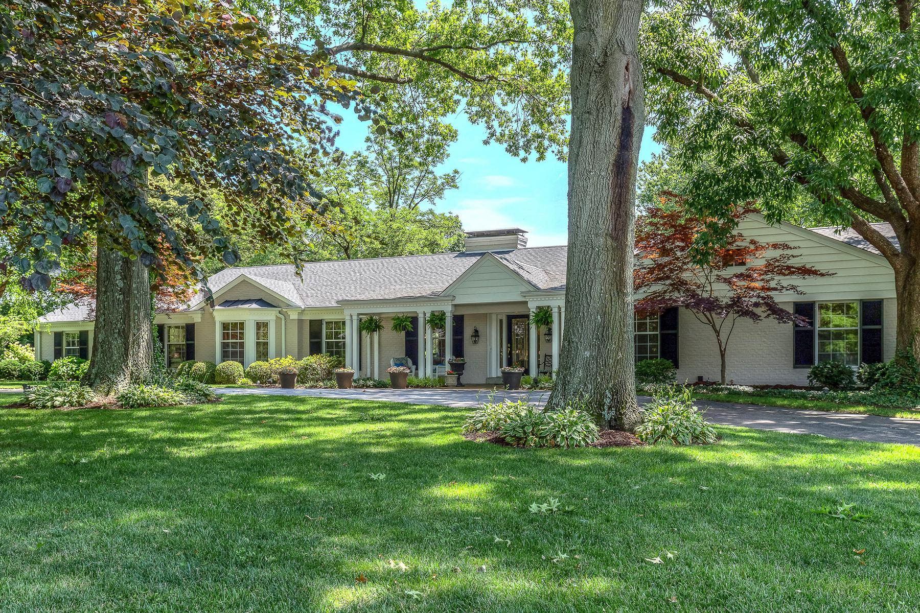 Casa para uma família para Venda às Devondale 2940 Devondale Place Frontenac, Missouri, 63131 Estados Unidos