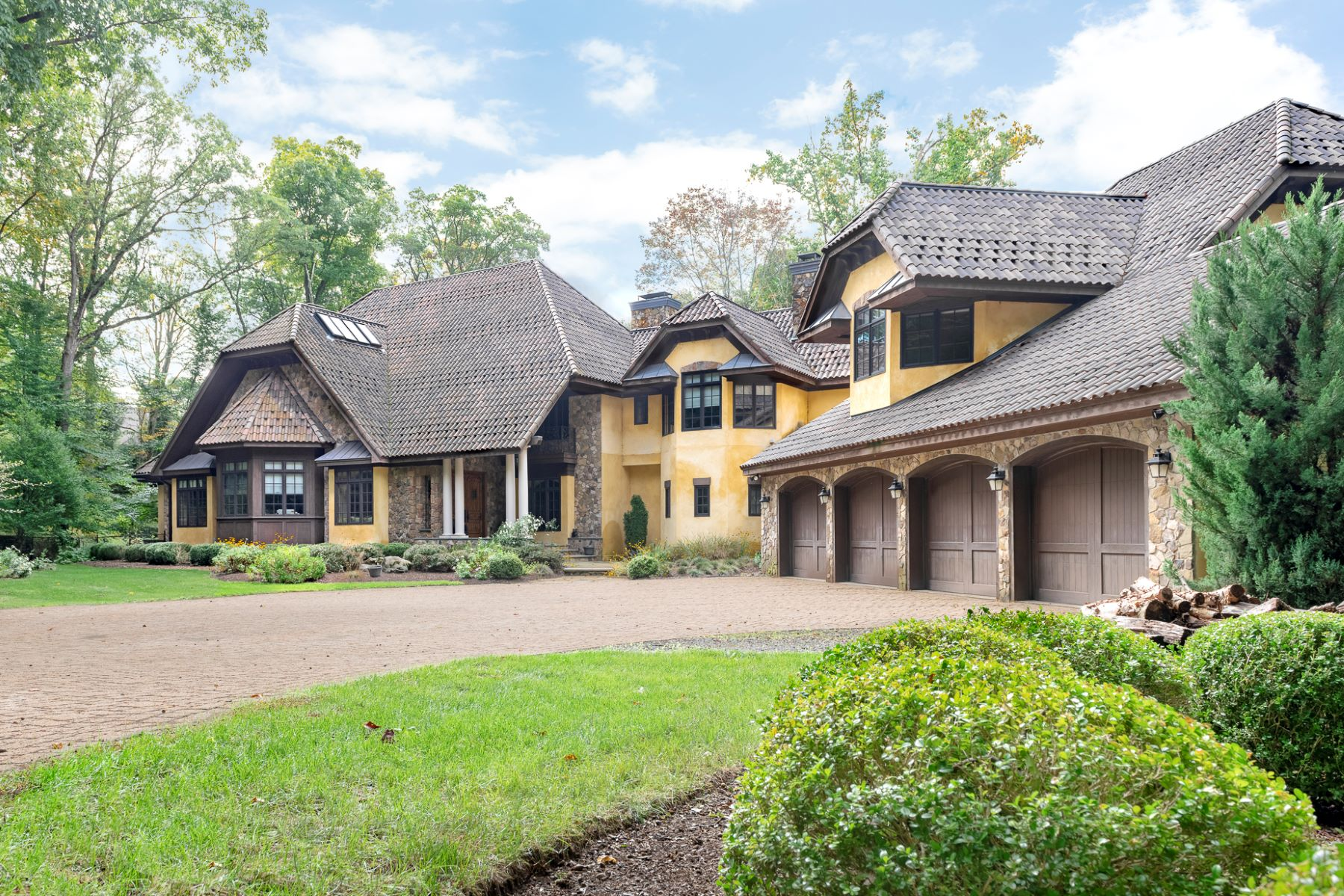 Single Family Homes for Active at Exclusive Waterfront Home 4 Old Cranberry Road Pierson Lakes, New York 10974 United States