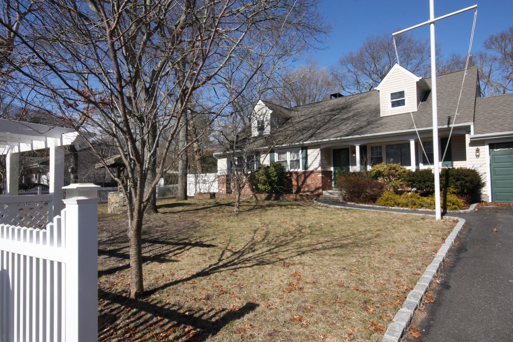 Single Family Home for Active at 77 School St , Hampton Bays, NY 11946 77 School St Hampton Bays, New York 11946 United States