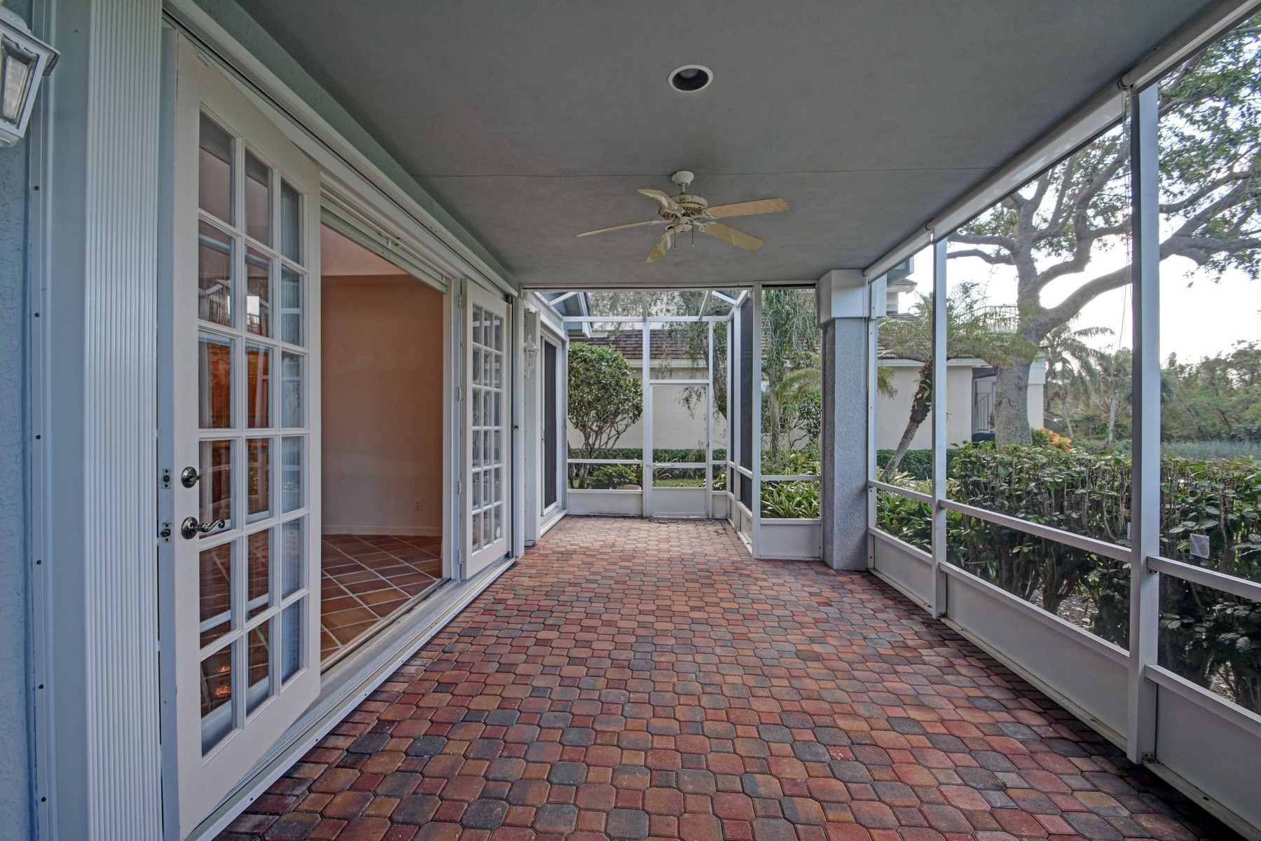 Additional photo for property listing at Beautiful lakefront home with views of Wildlife Preserve 401 N Peppertree Drive Indian River Shores, Florida 32963 United States