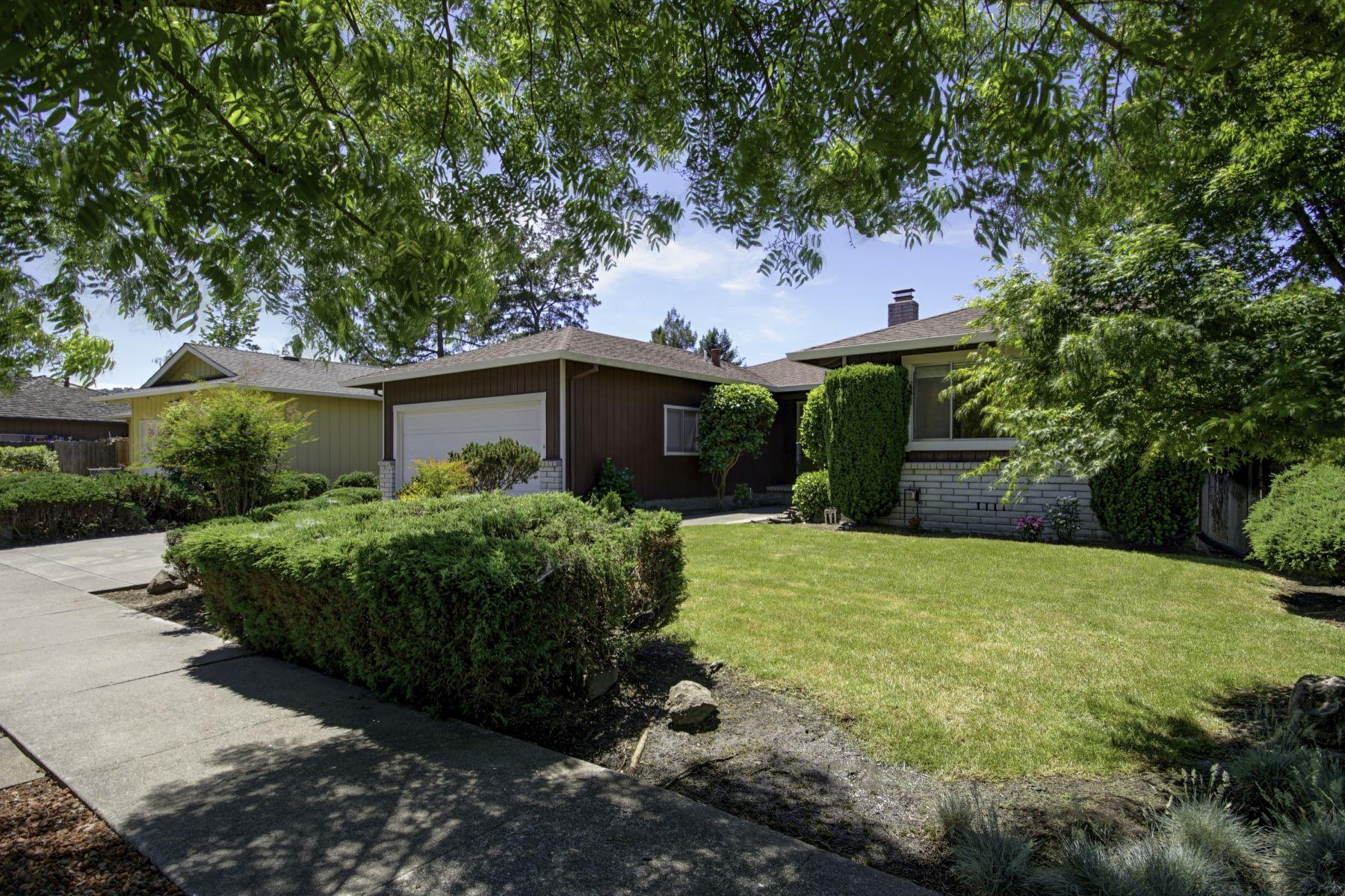 独户住宅 为 销售 在 Bennet Valley Single Story Home 2412 Horseshoe Drive 圣罗莎, 加利福尼亚州, 95405 美国
