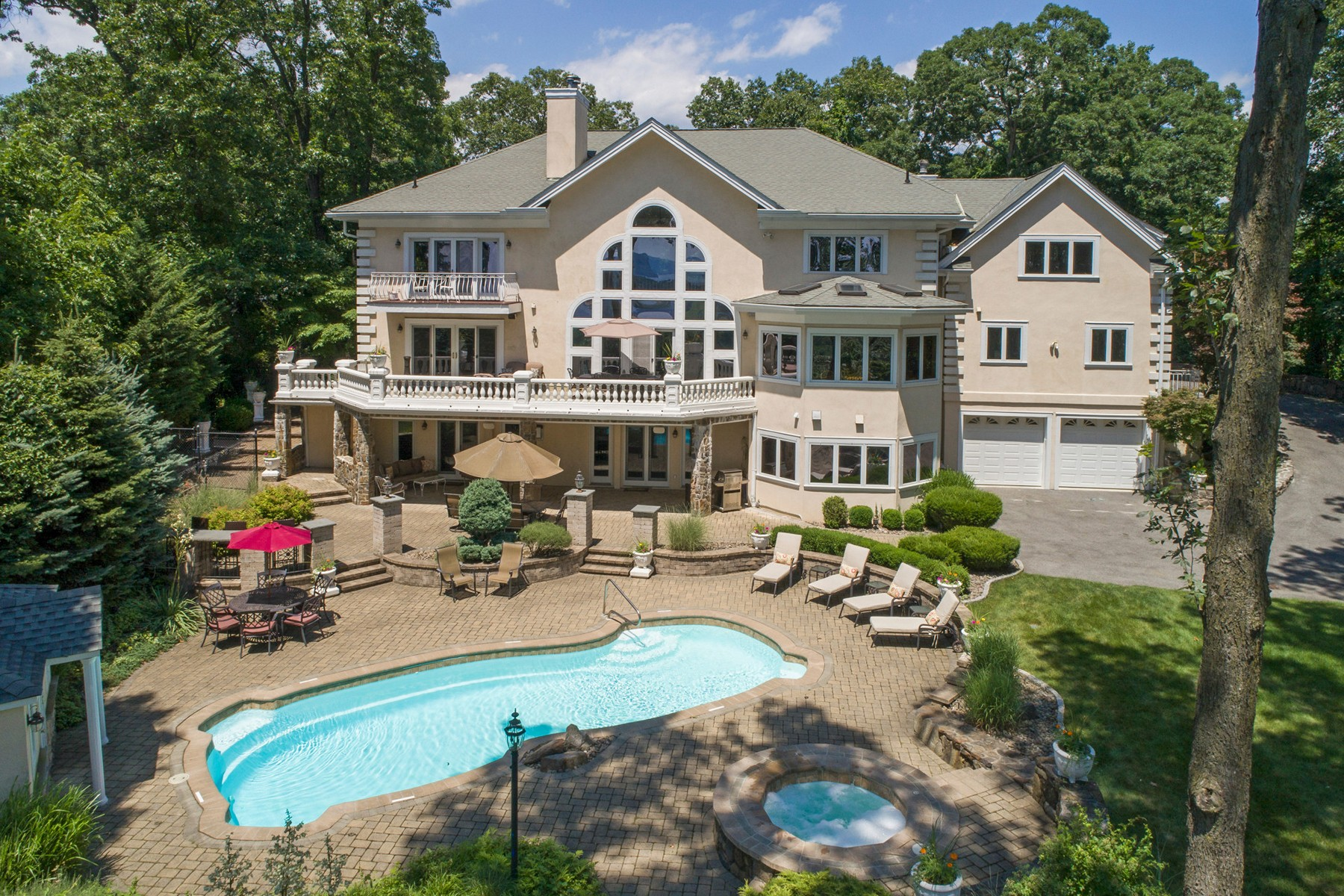 Additional photo for property listing at Gated Estate Home 12 Ackerman Court Croton On Hudson, New York 10512 United States
