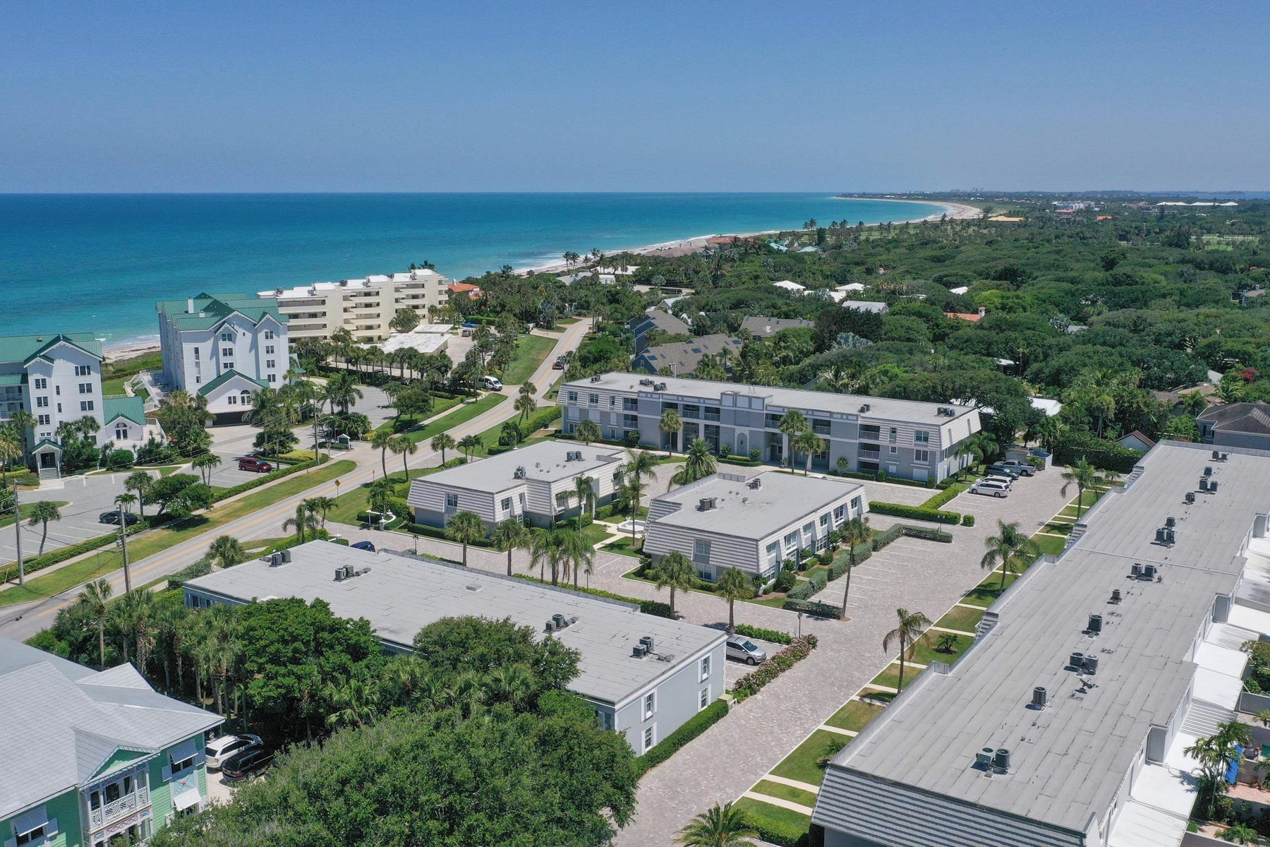 Additional photo for property listing at Cozy Condo in Ocean Towers 2743 Ocean Drive Unit 36E Vero Beach, Florida 32963 United States