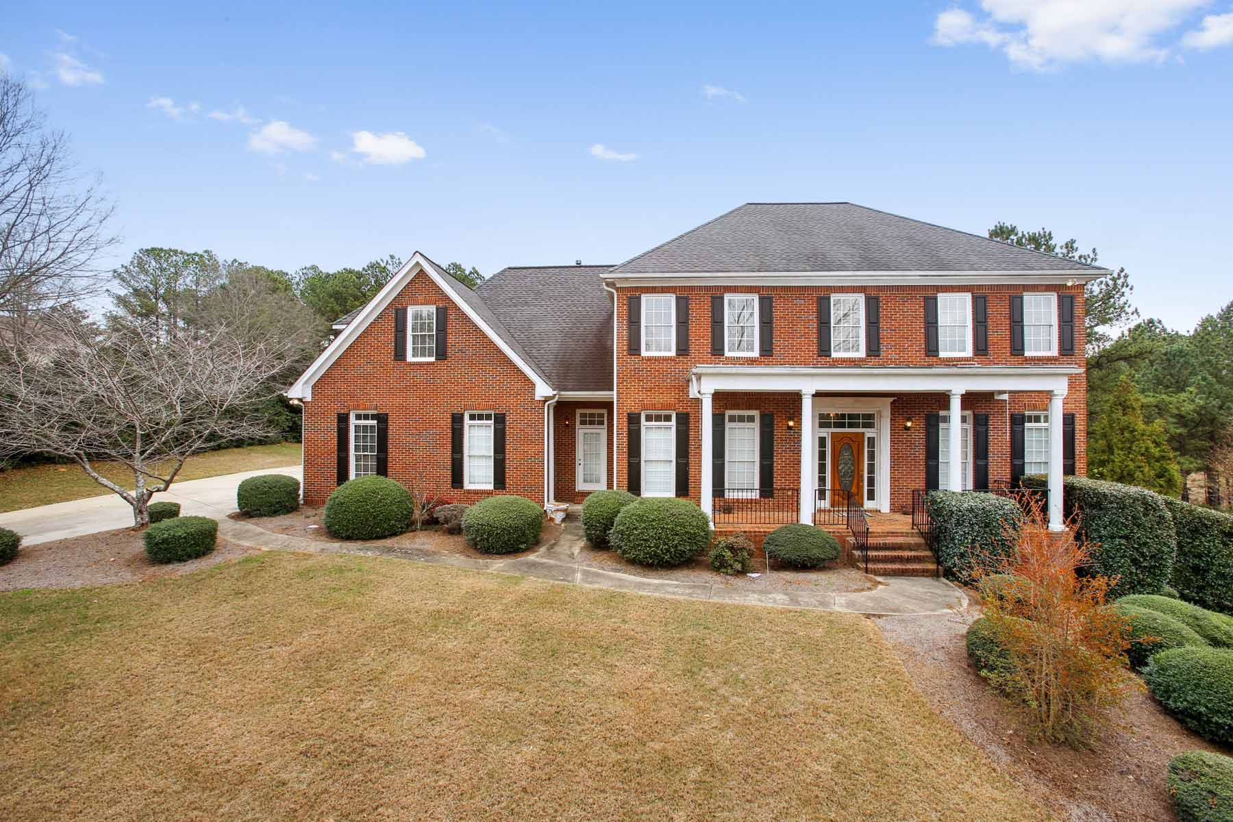 Vivienda unifamiliar por un Venta en Traditional Brick Home in Country Club 626 Champions Drive McDonough, Georgia, 30253 Estados Unidos