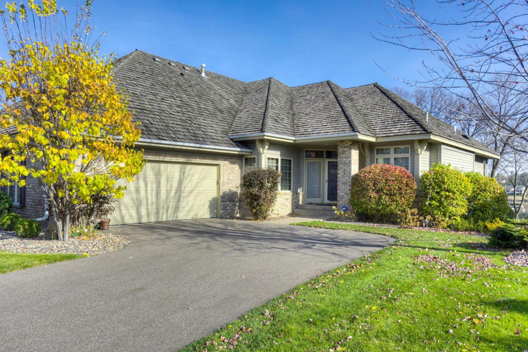 联栋屋 为 销售 在 338 Waycliffe Drive N 扎塔, 明尼苏达州, 55391 美国