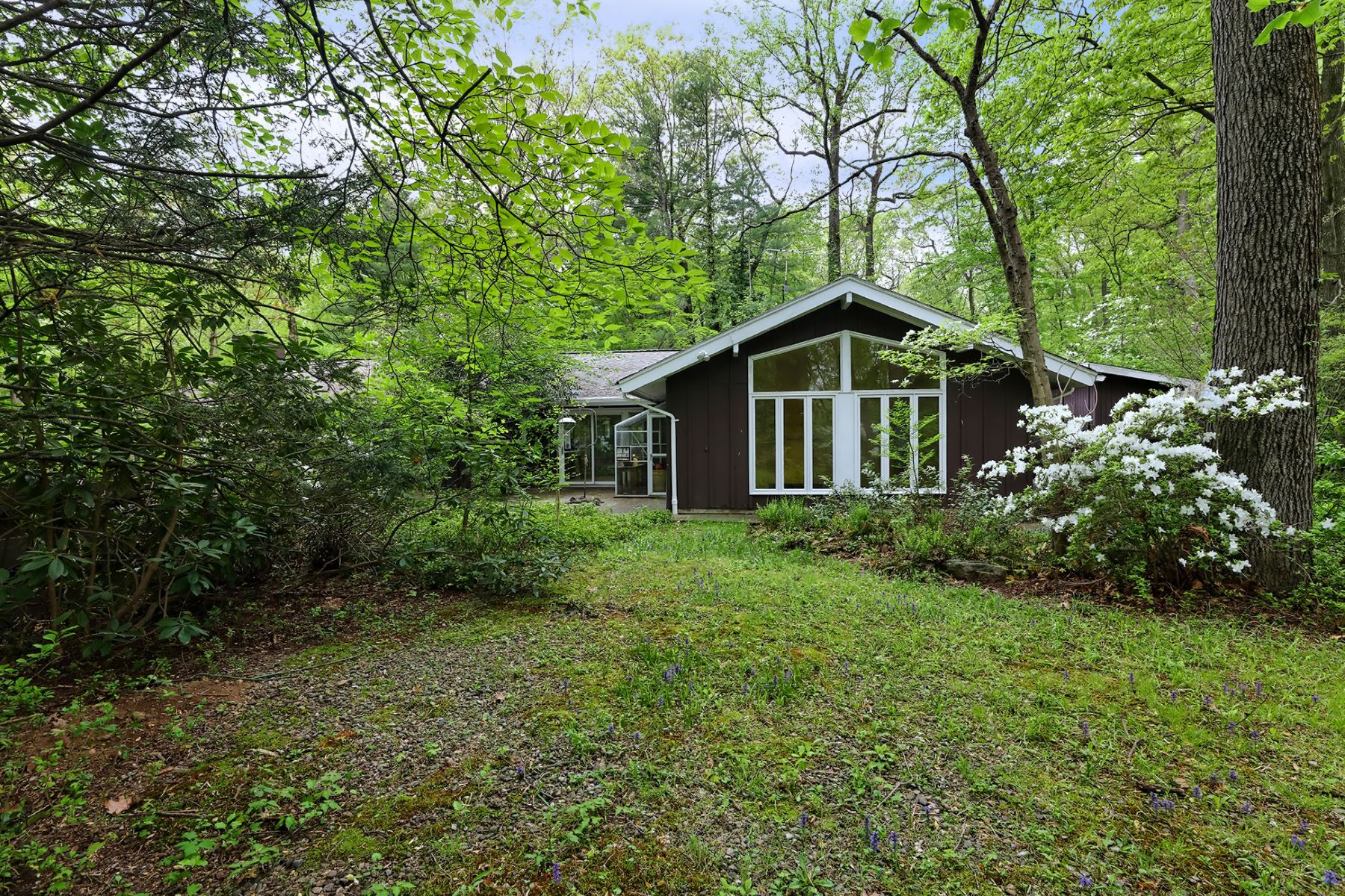 Single Family Home for Sale at Clean, Modern Lines Inspire a World of Possibility 8 Autumn Hill Road, Princeton, New Jersey 08540 United StatesMunicipality: Princeton