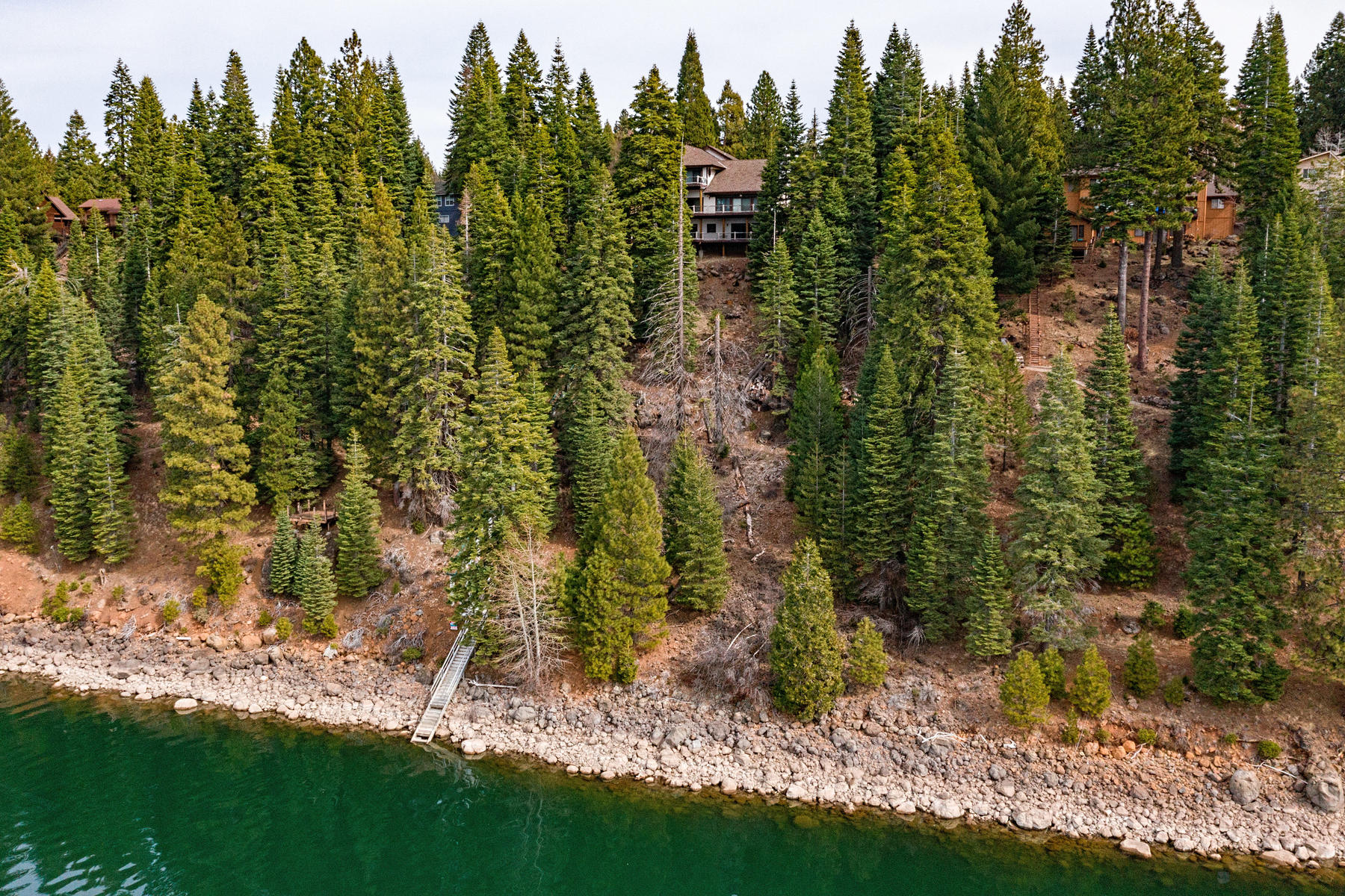 Additional photo for property listing at Beautiful lake front home 925 Lassen View Drive Lake Almanor, California 96137 United States