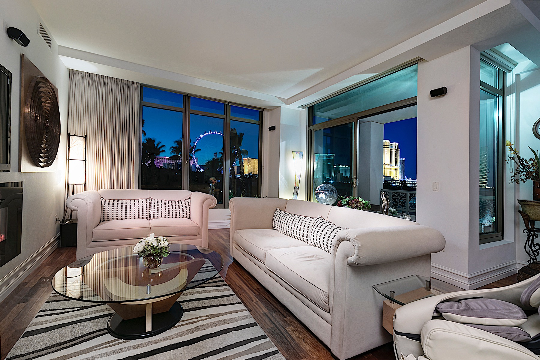 Appartement en copropriété pour l à vendre à The Crown Penthouse at Park Towers 1 Hughes Center Dr #402, Las Vegas, Nevada, 89169 États-Unis