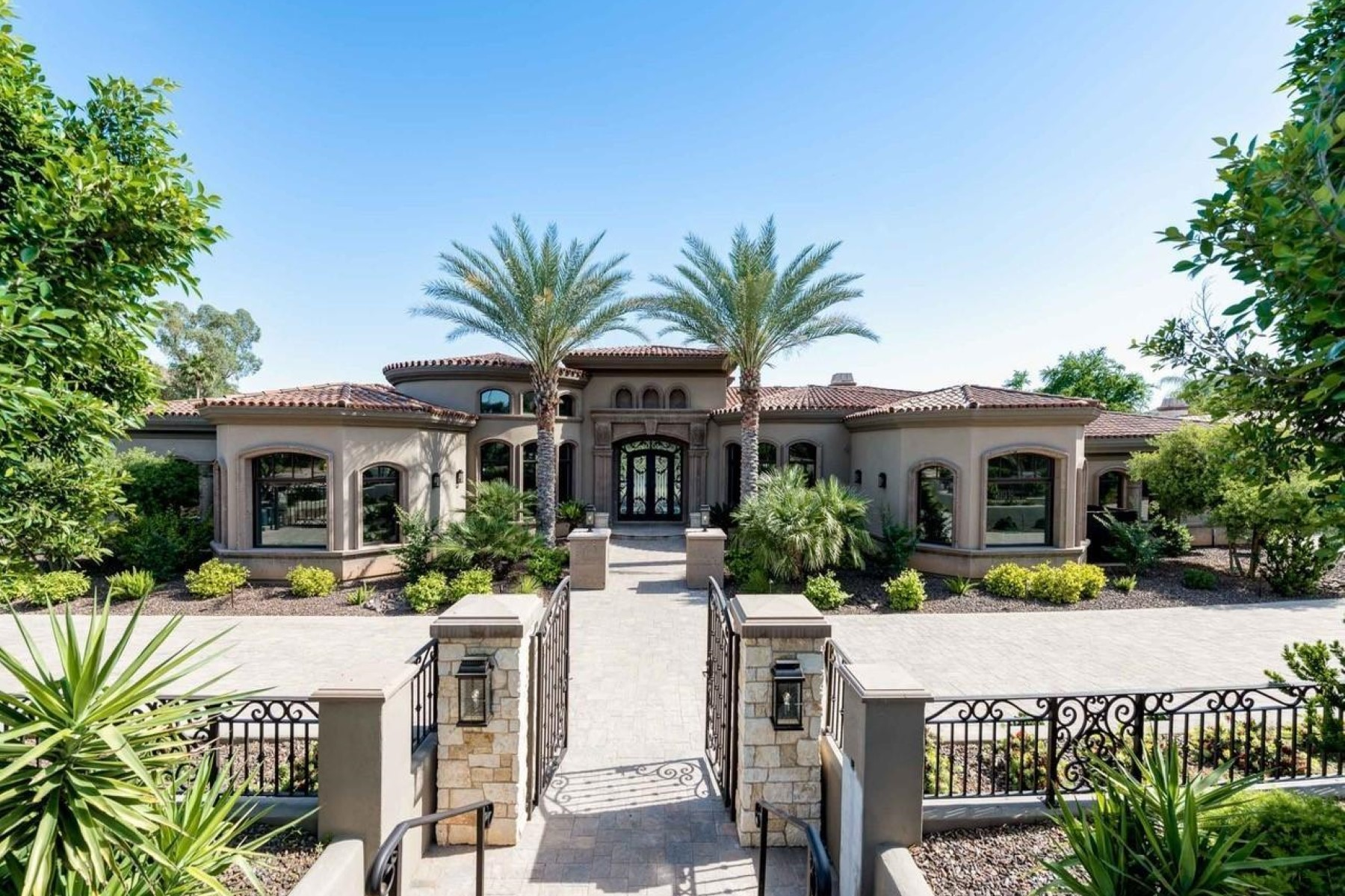 Single Family Homes for Sale at Paradise Hills 4825 E ROADRUNNER RD N Paradise Valley, Arizona 85253 United States