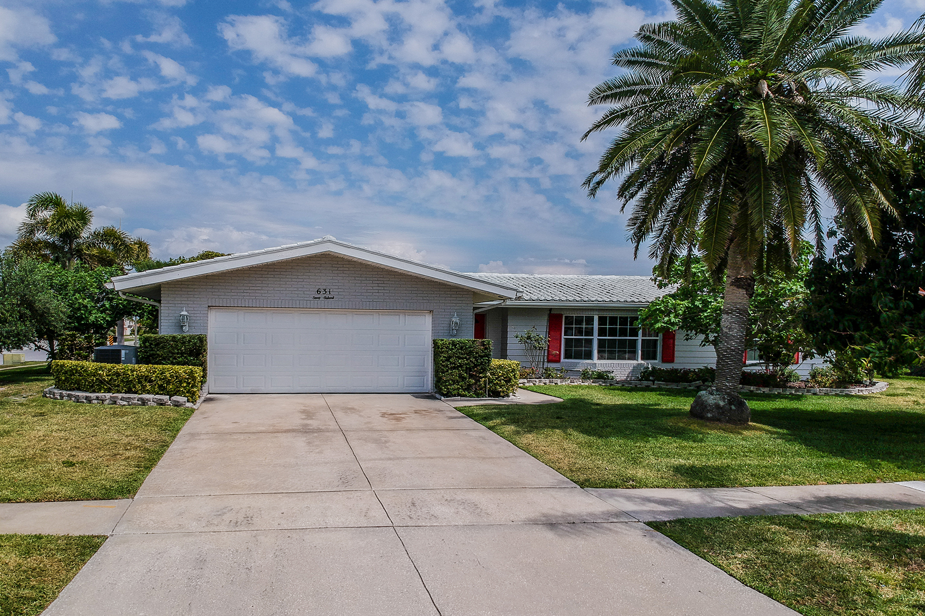 Single Family Homes for Sale at CLEARWATER 631 Snug Is, Clearwater, Florida 33767 United States