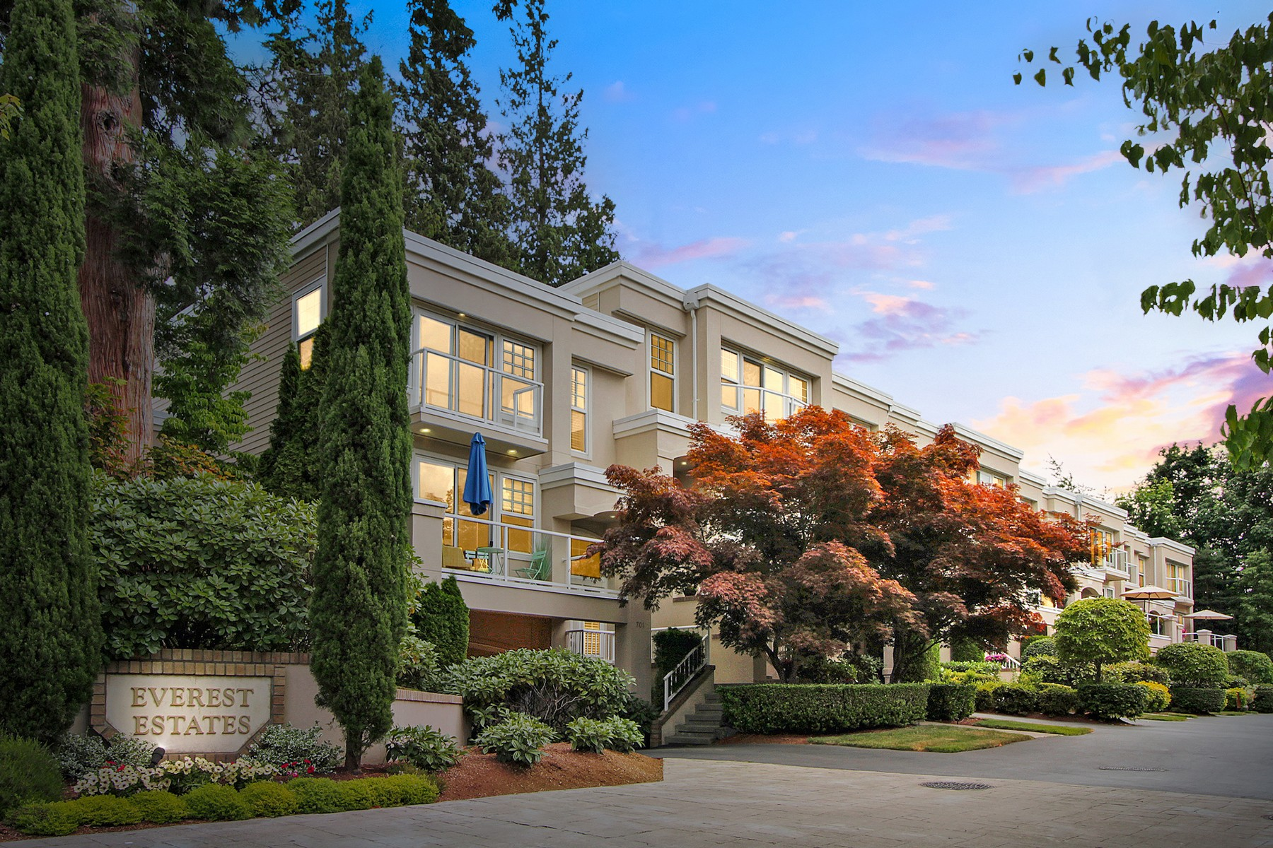 Condominium for Sale at Houghton Townhome 703 9th Ave S Kirkland, Washington 98033 United States