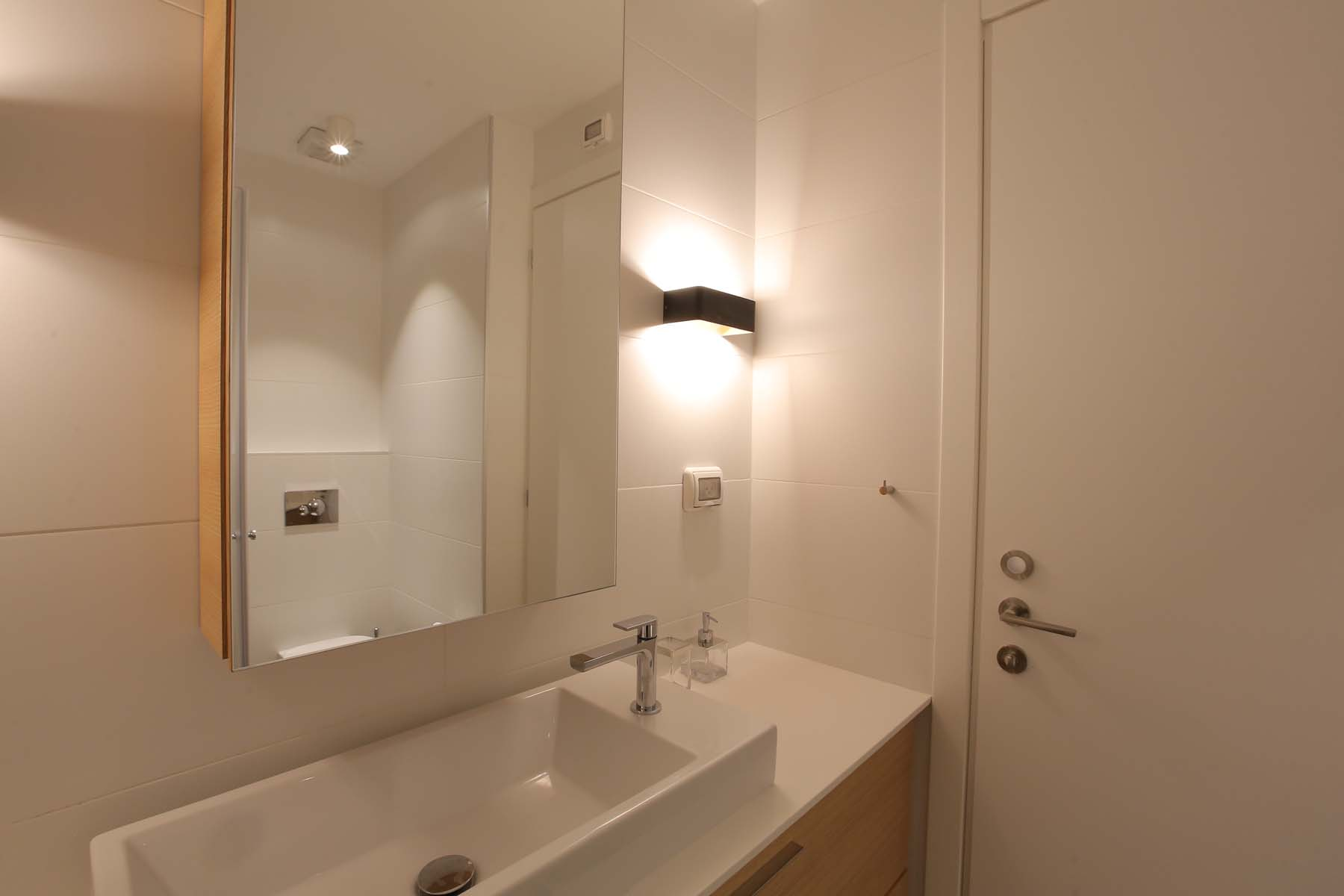 Additional photo for property listing at Elegant Garden Apartment by the Sea Tel Aviv, Israel Israel